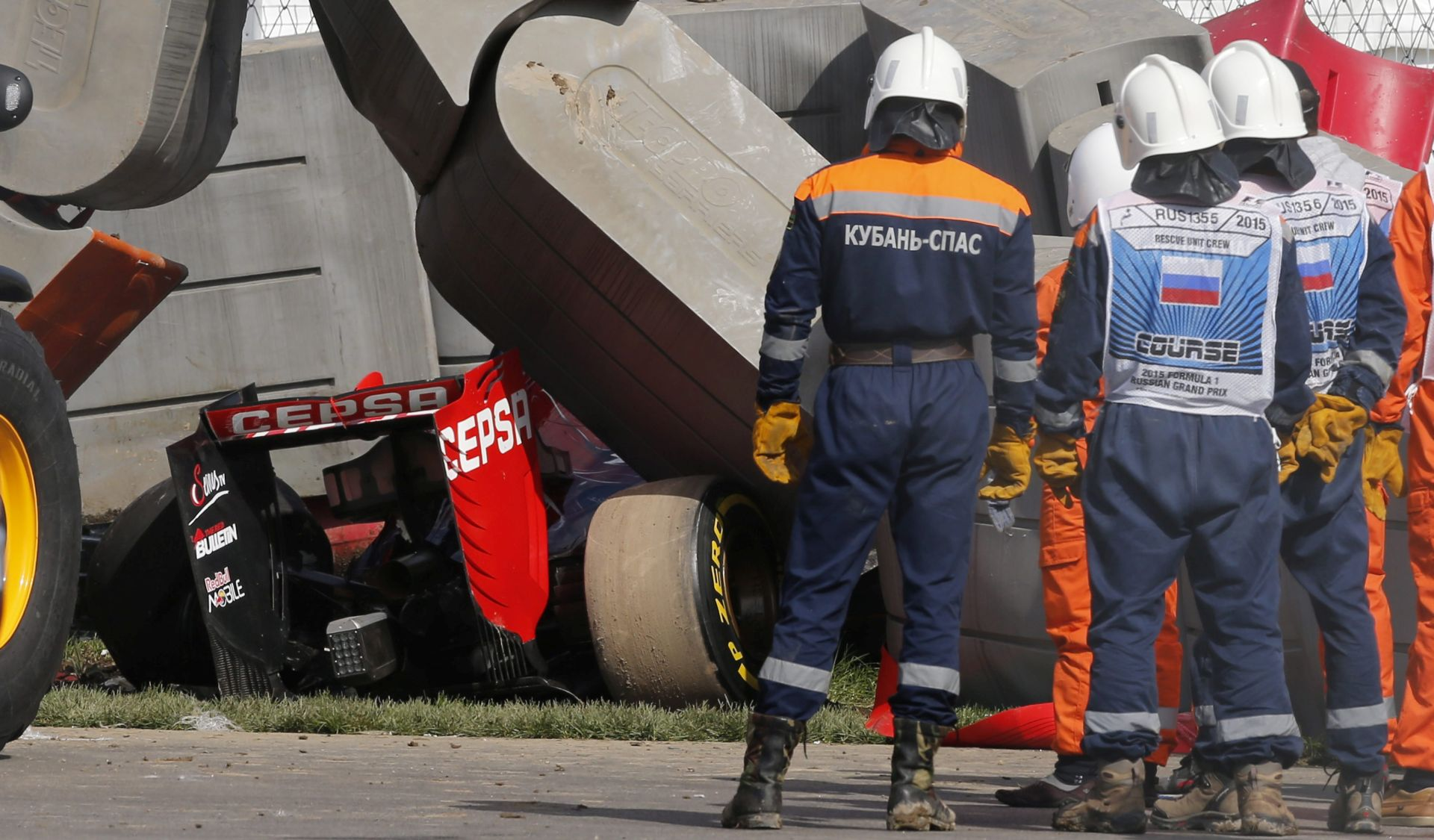 NEUSTRAŠIVI SAINZ Mladi Španjolac jučer se sa 320km/h zabio u ogradu, a danas će voziti za VN Rusije