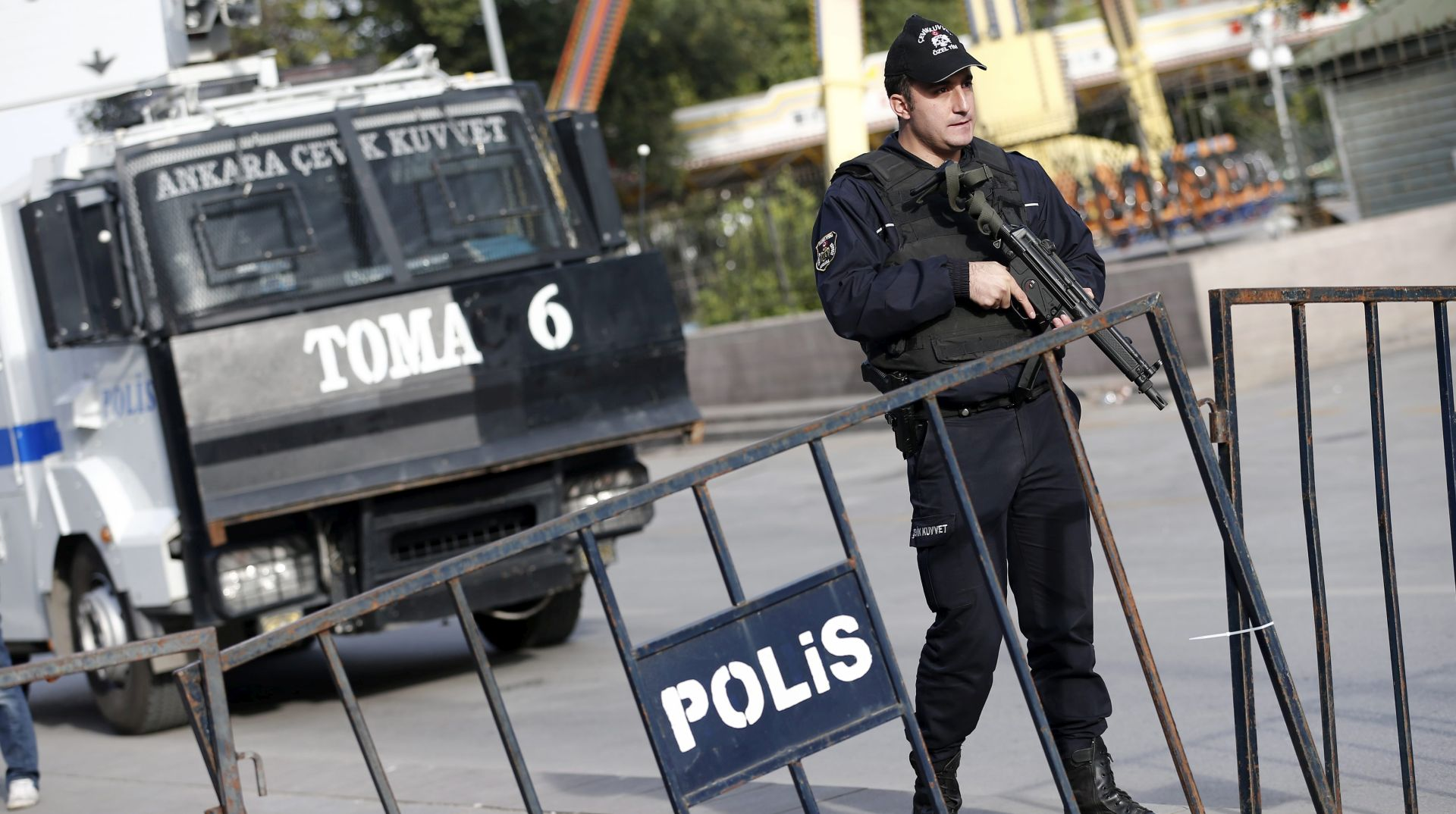 Turski profesori pušteni do početka suđenja za terorističku propagandu