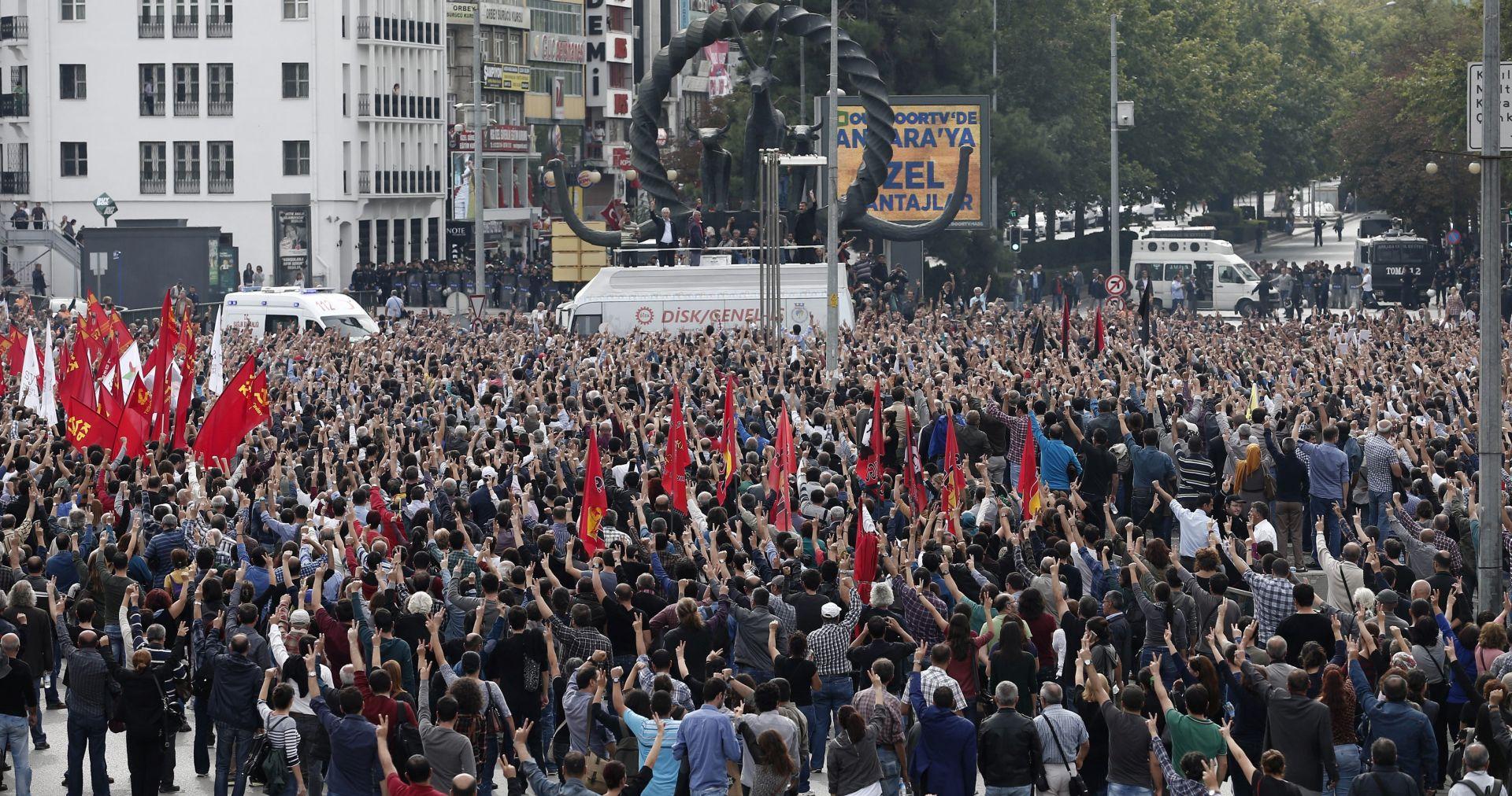 TISUĆE LJUDI NA PROSVJEDU U ANKARI Prokurdska stranka: U subotu je poginulo 128 ljudi