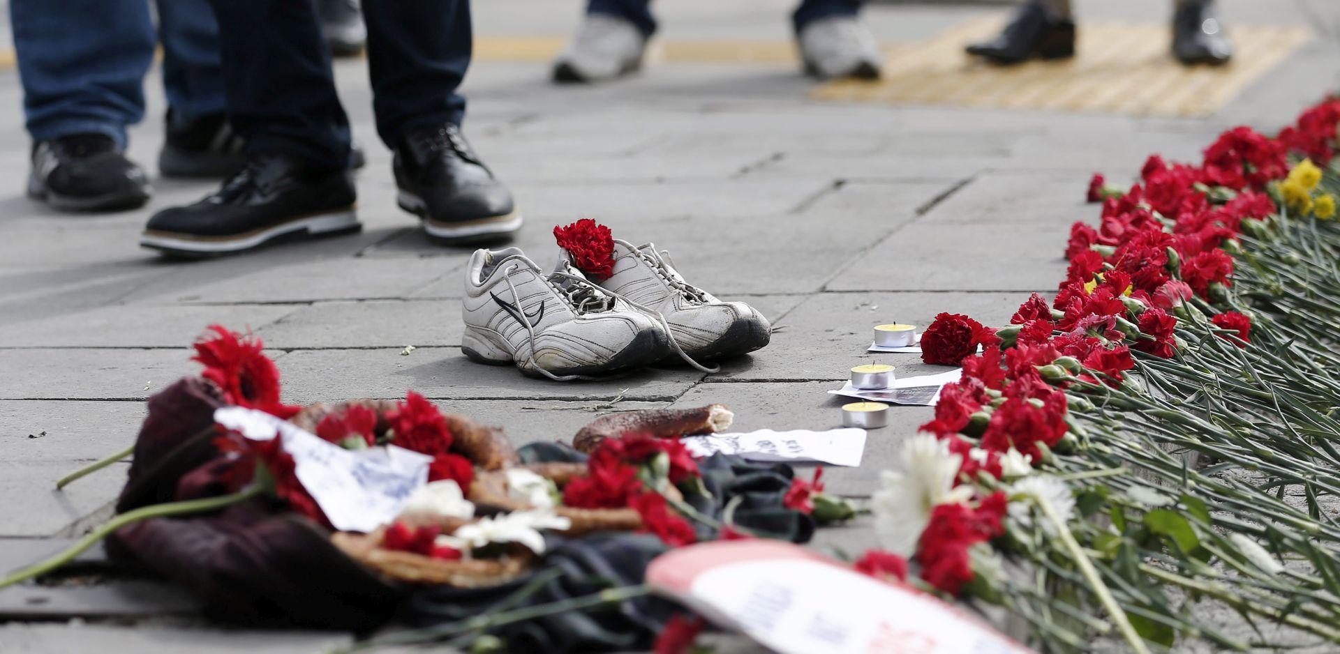 Davutoglu: Za teroristički napad odgovorna Islamska država; kritičari: ISIS koriste kao 'žrtvenog jarca'