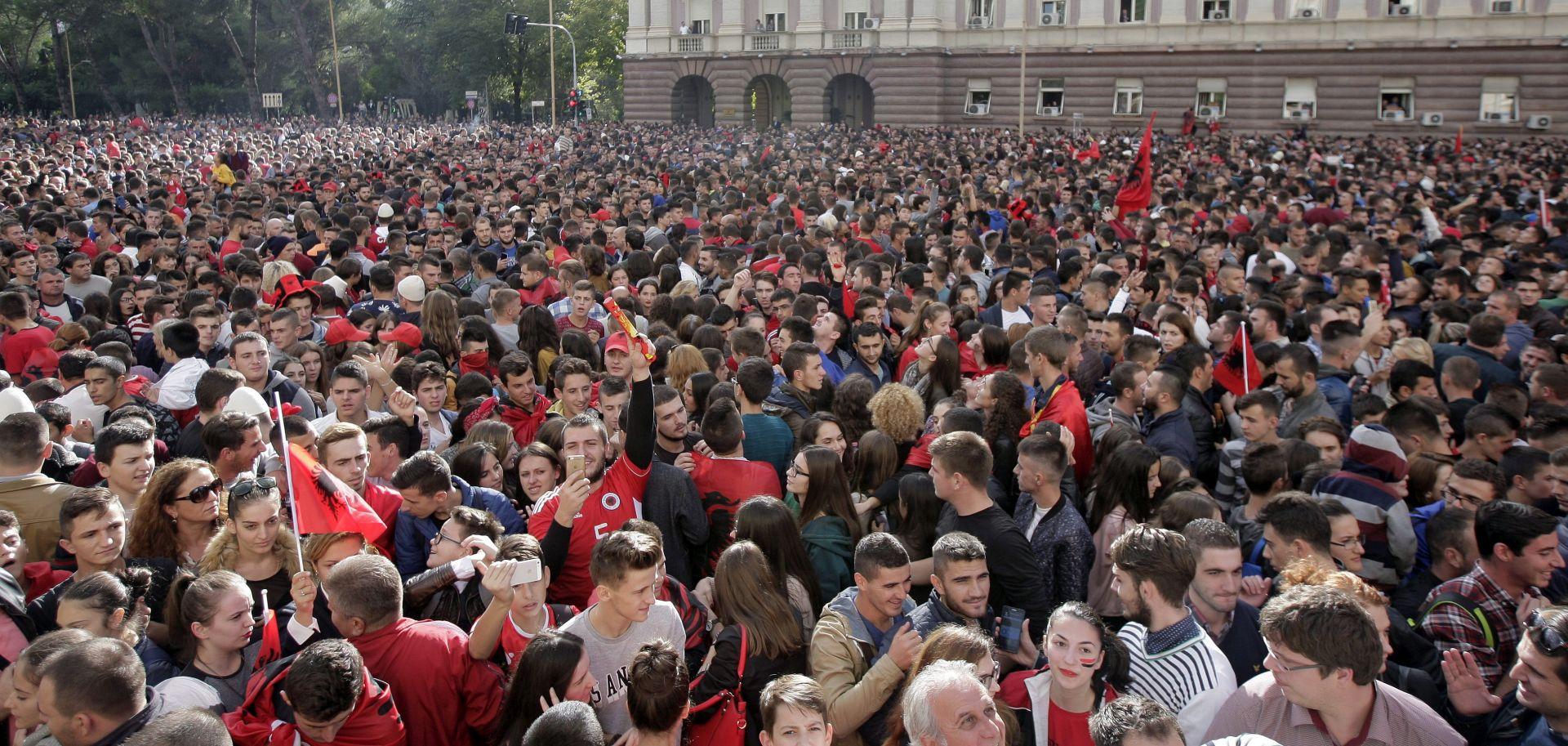 VIDEO: ALBANIJA DOČEKALA SVOJE HEROJE Reprezentativci odlikovani, Srbi pišu o namještenoj utakmici