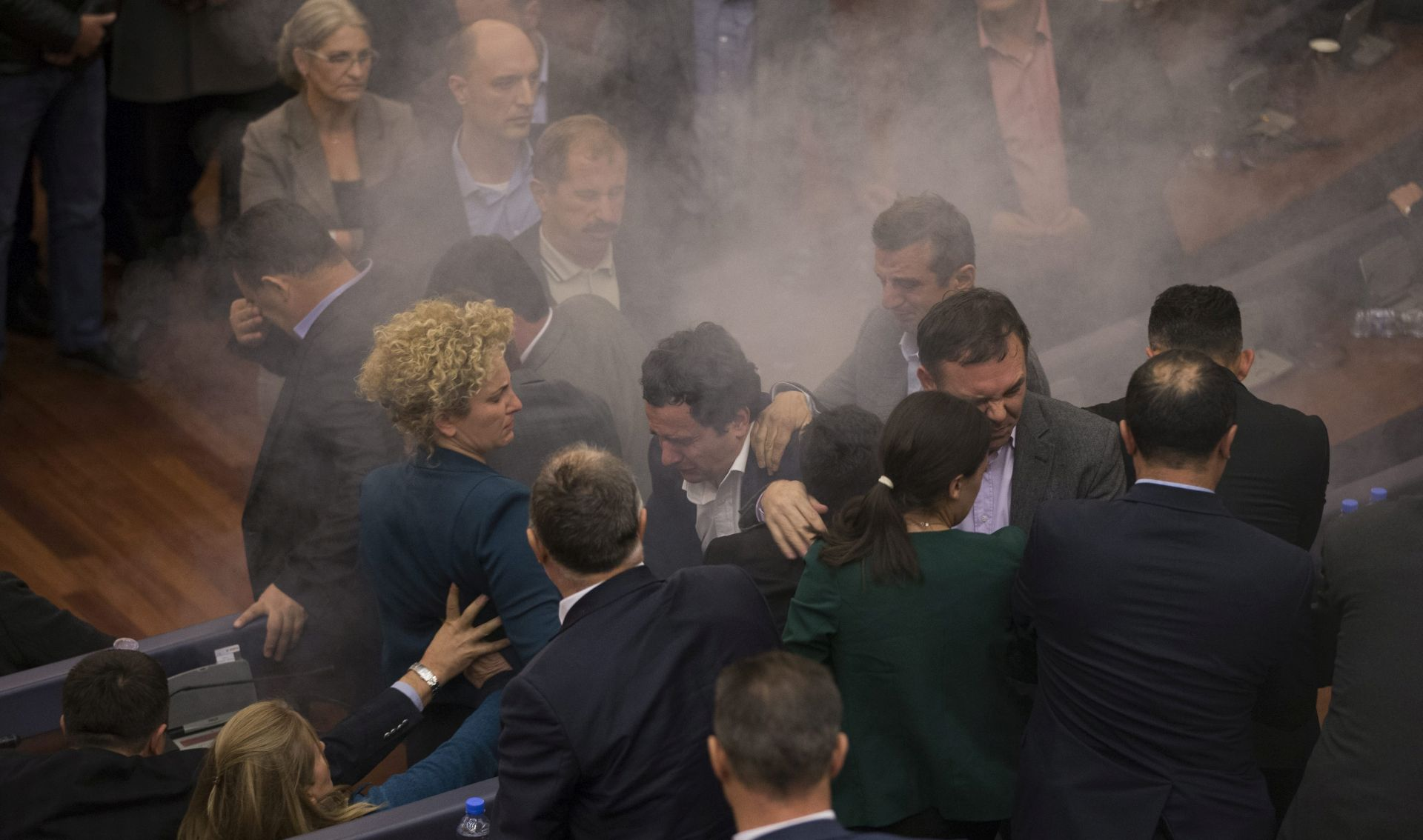 Kosovski zastupnici pobjegli u restoran nakon trećeg napada suzavcem