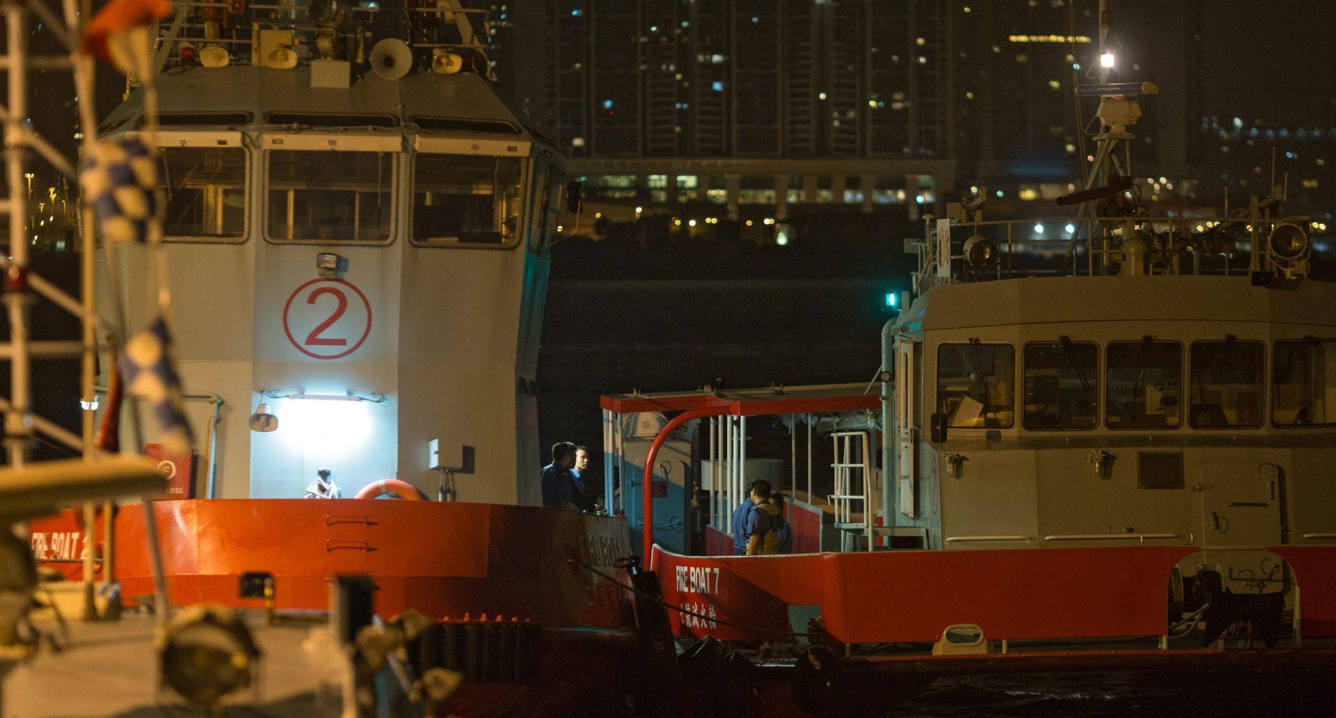 NESREĆA U HONG KONGU Trajekt udario u nepoznat objekt u moru, najmanje 127 ozlijeđenih