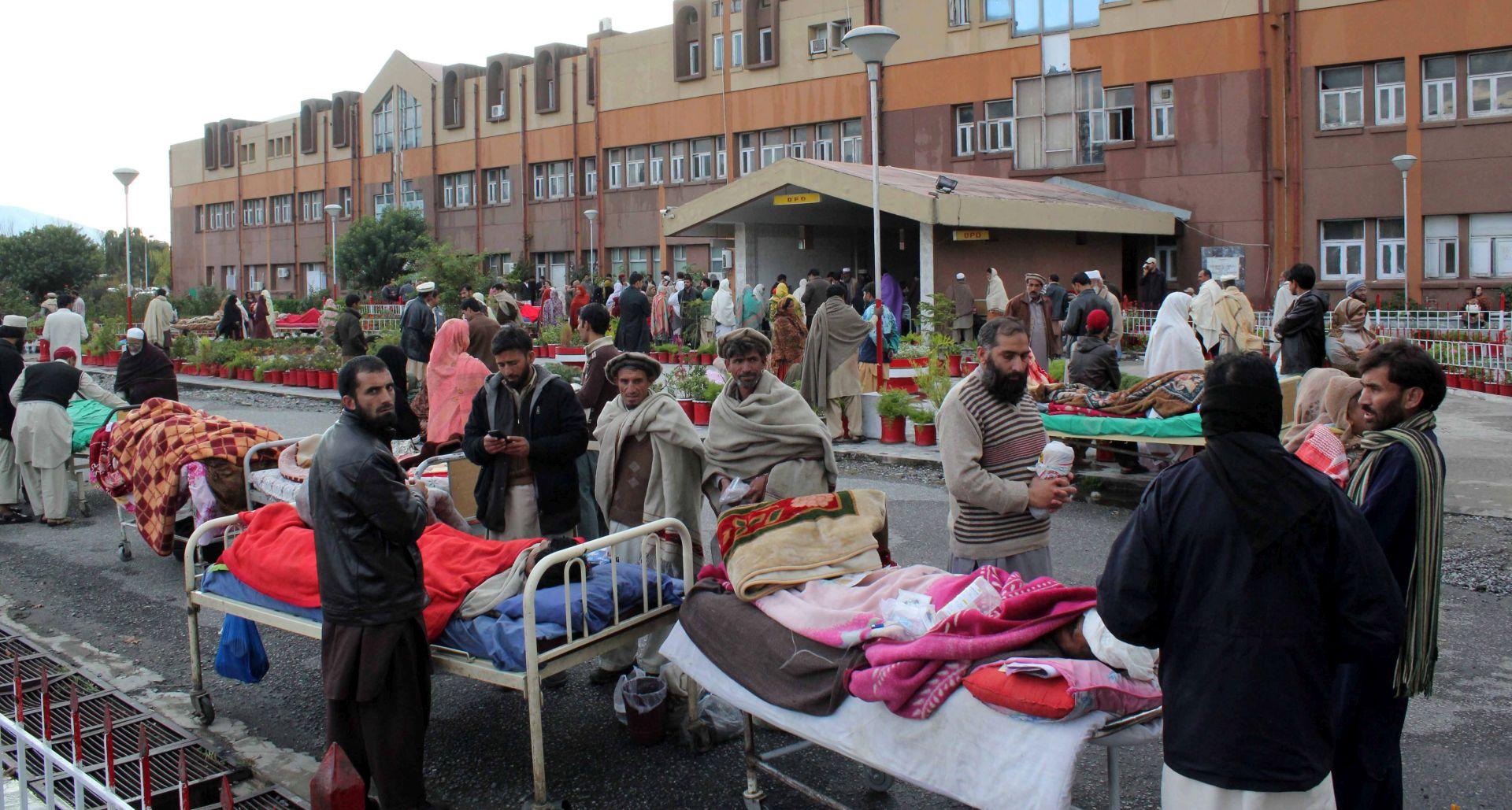 FOTO/VIDEO: VELIKI POTRES U AZIJI Poginulo više od 100 osoba, zbraja se materijalna šteta
