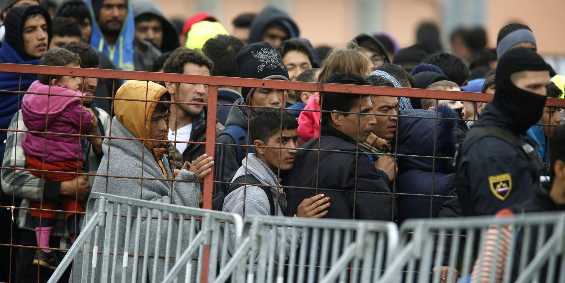 Slovenska vlada raspravljala o tehničkim preprekama za migrante, popodne kritično na Šentilju