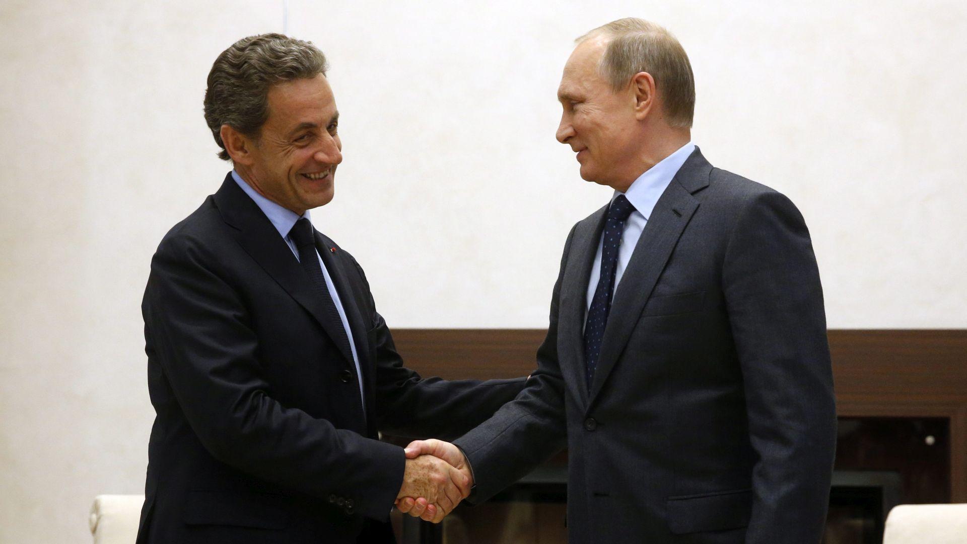Sarkozy doživio kritike zbog posjeta Putinu