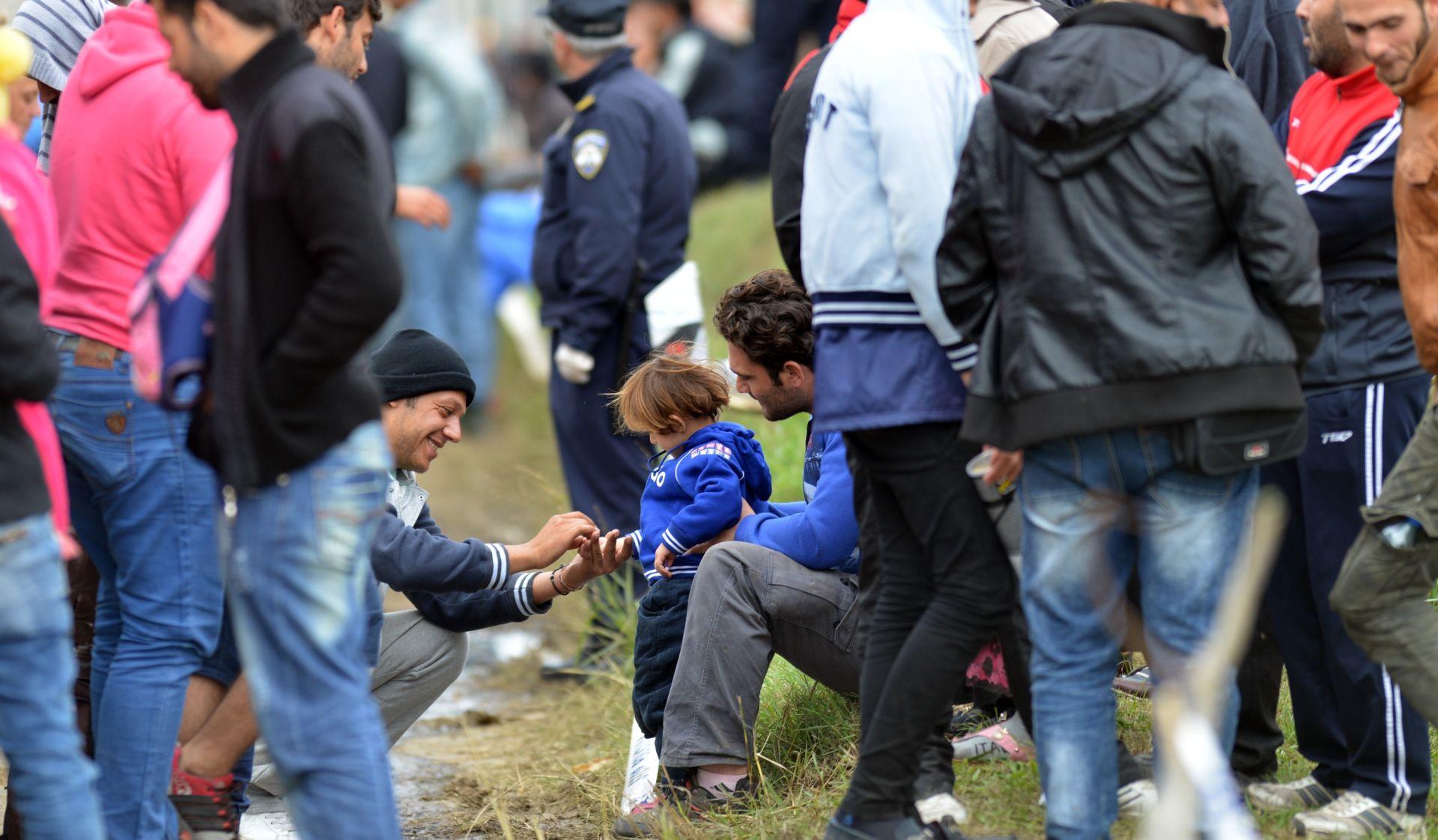 DO PODNEVA UŠLO 2906 IZBJEGLICA Jutros u prepunom Opatovcu došlo do incidenta