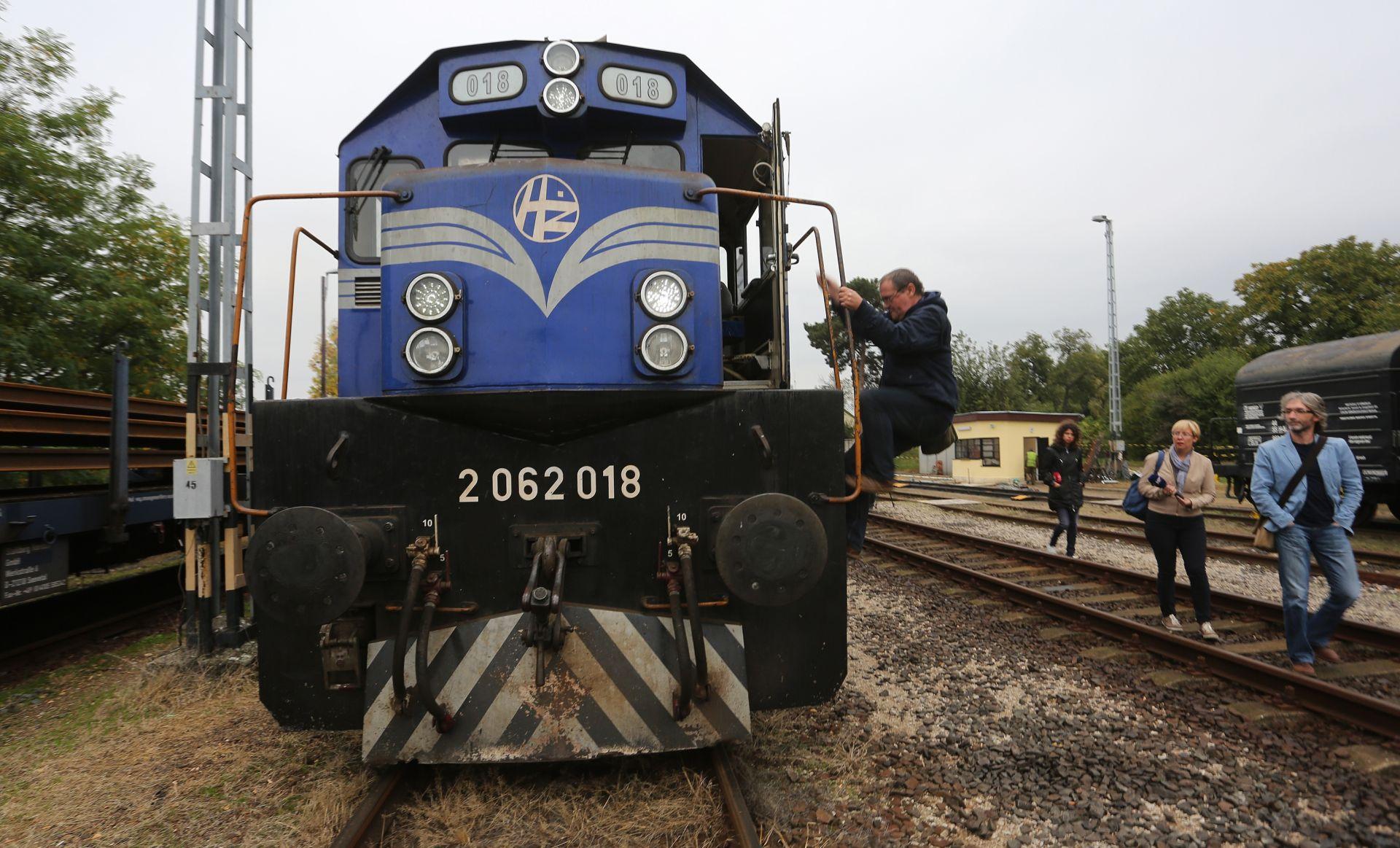 OGLASILA SE I MAĐARSKA POLICIJA Vlak je vraćen na traženje Grabar-Kitarović