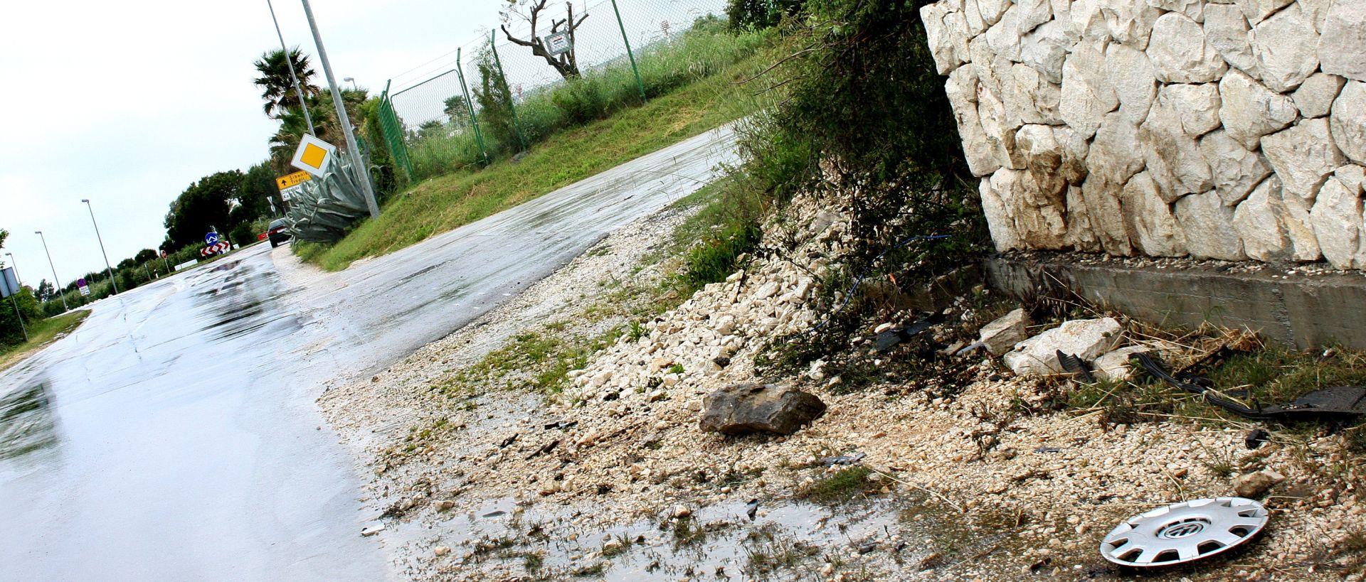 ZABIO SE U KAMENI ZID Vozač osobnog automobila poginuo kod Novalje