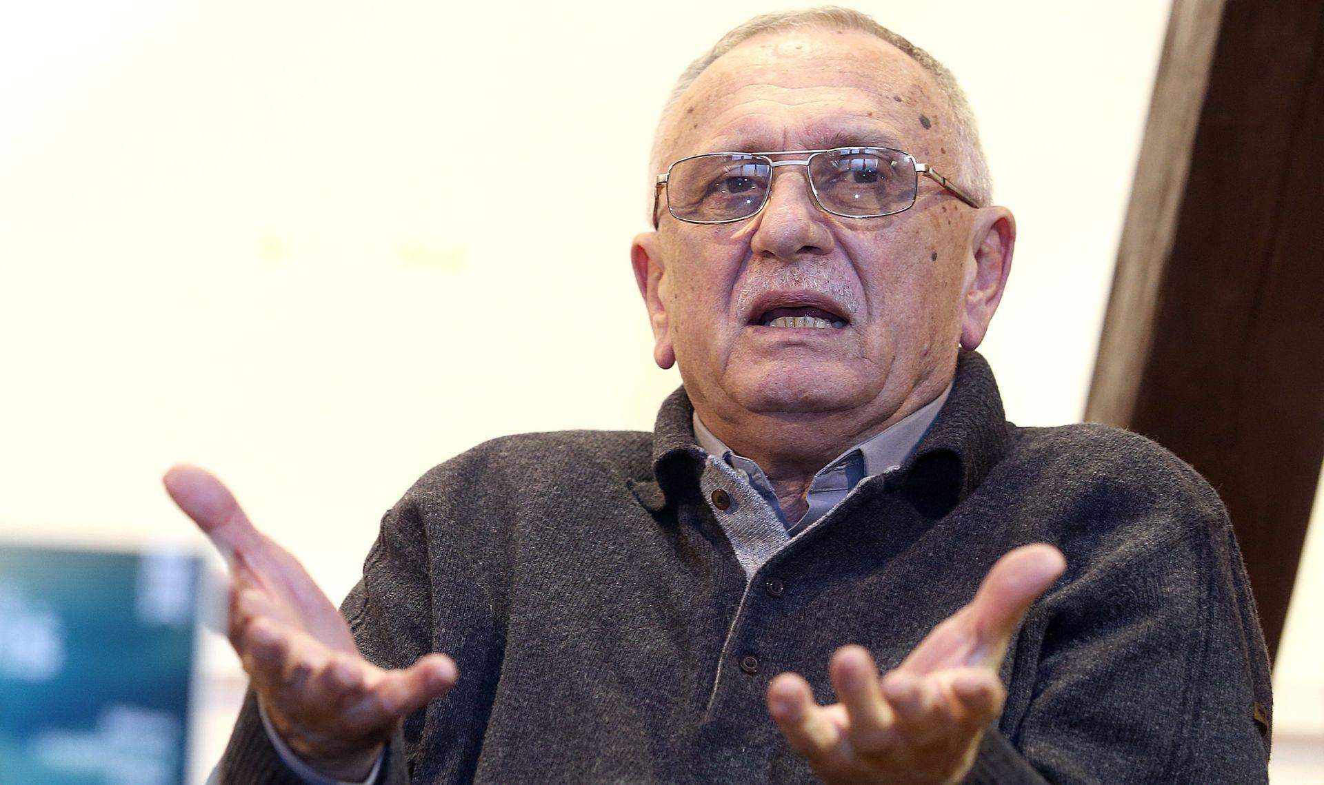 """Pavlu Pavličiću nagrada """"Josip i Ivan Kozarac"""" za roman """"Tri petka u travnju"""""""