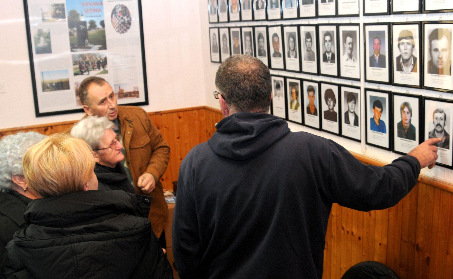 24 godine od okupacije Lovasa: položeni vijenci i upaljene svijeće