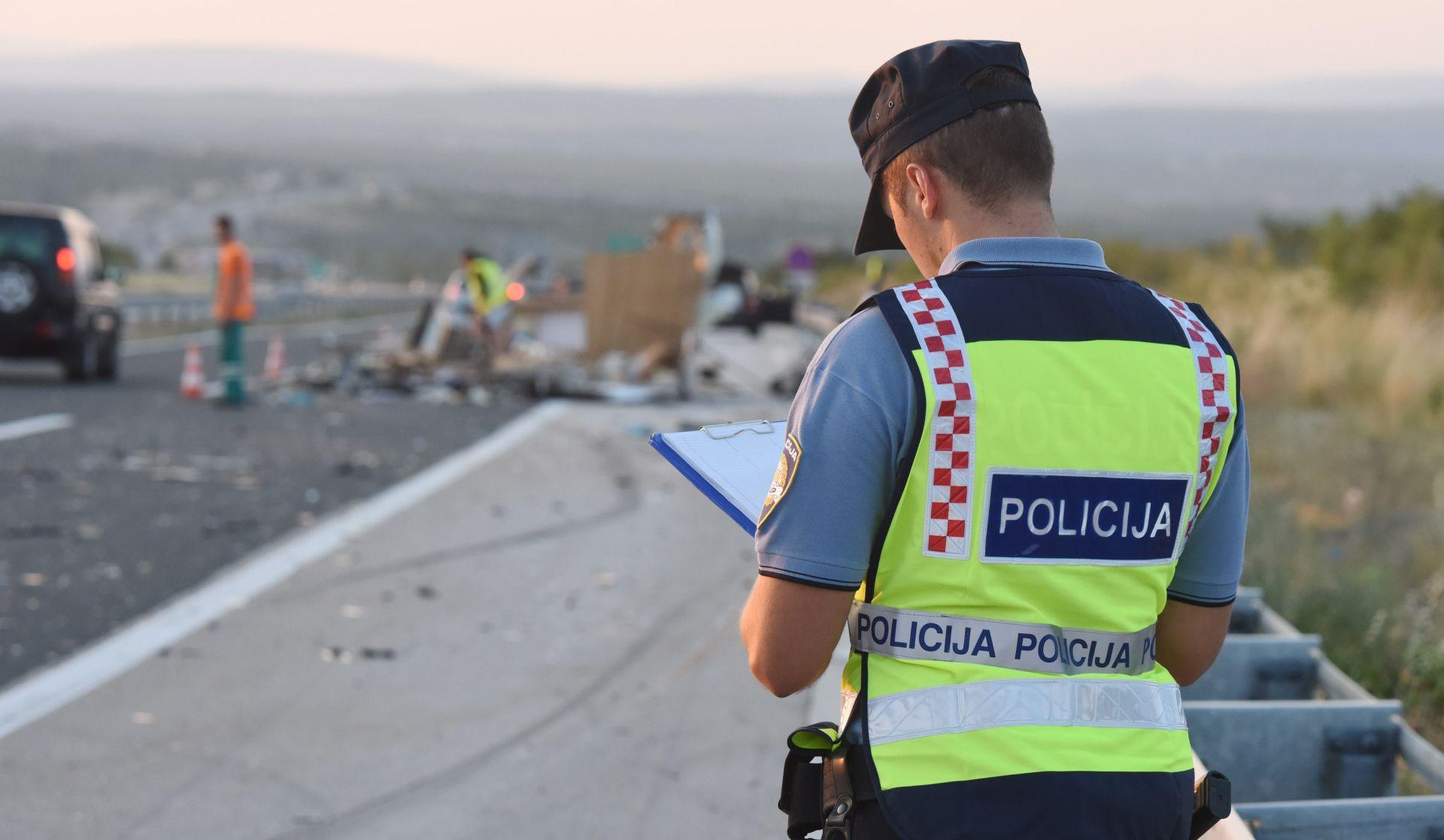 UDARIO U STIJENU I PAO U PROVALIJU Vozač (73) poginuo na području Ljubova