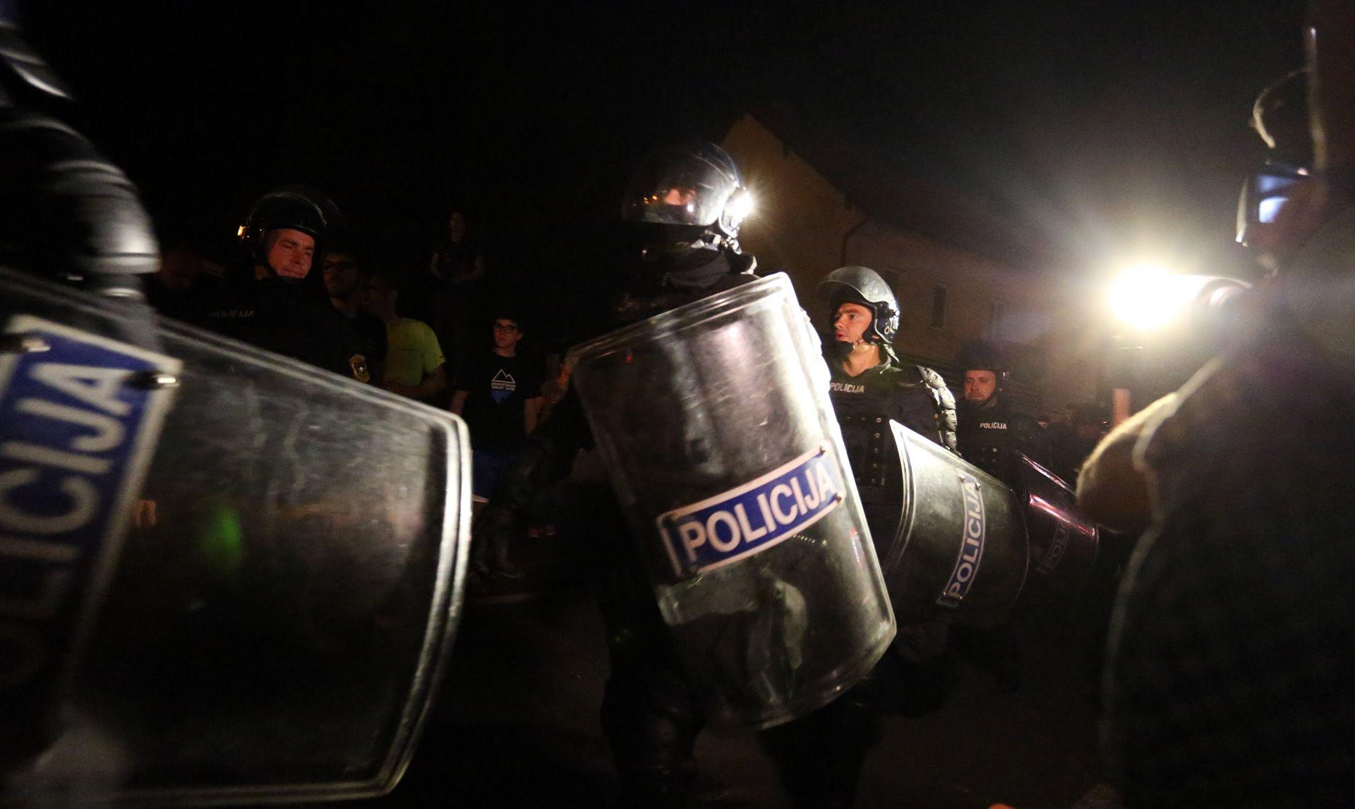 PRIPREMA ZA OBRANU JUŽNE GRANICE? U Dubrovnik stiglo oko 160 interventnih policajaca
