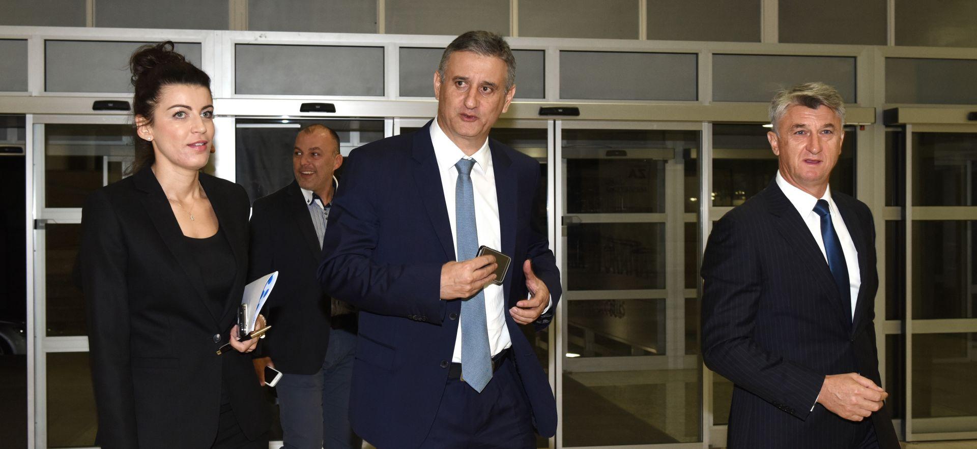 IZBORI 2015.: Domoljubna koalicija predala liste, Karamarko očekuje uvjerljivu pobjedu