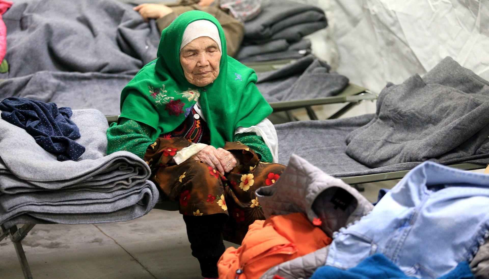 STIGLA I 105-GODIŠNJAKINJA Od ponoći do 15 sati u Hrvatsku ušlo 3520 migranata