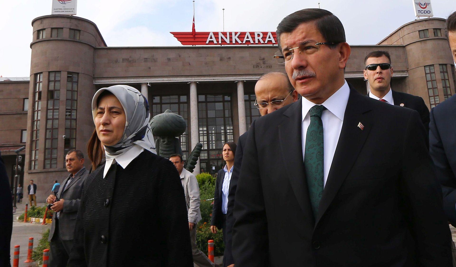 Davutoglu: Turska će srušiti letjelice koje će povrijediti njezin zračni prostor