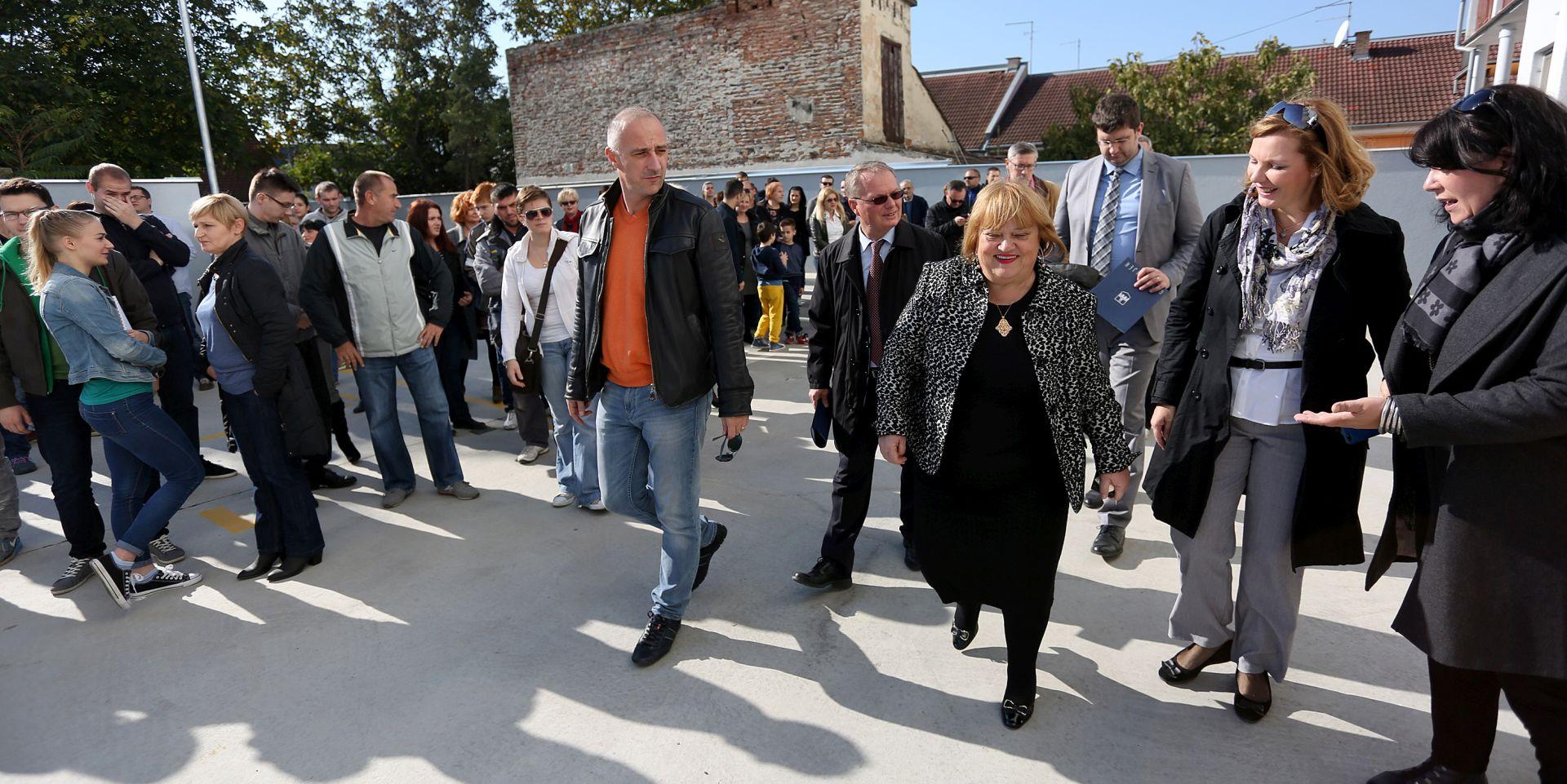 Ministri Mrak-Taritaš i Vrdoljak na otvorenju obnovljenog predprostora Vodenih vrata na ulazu u Tvrđu