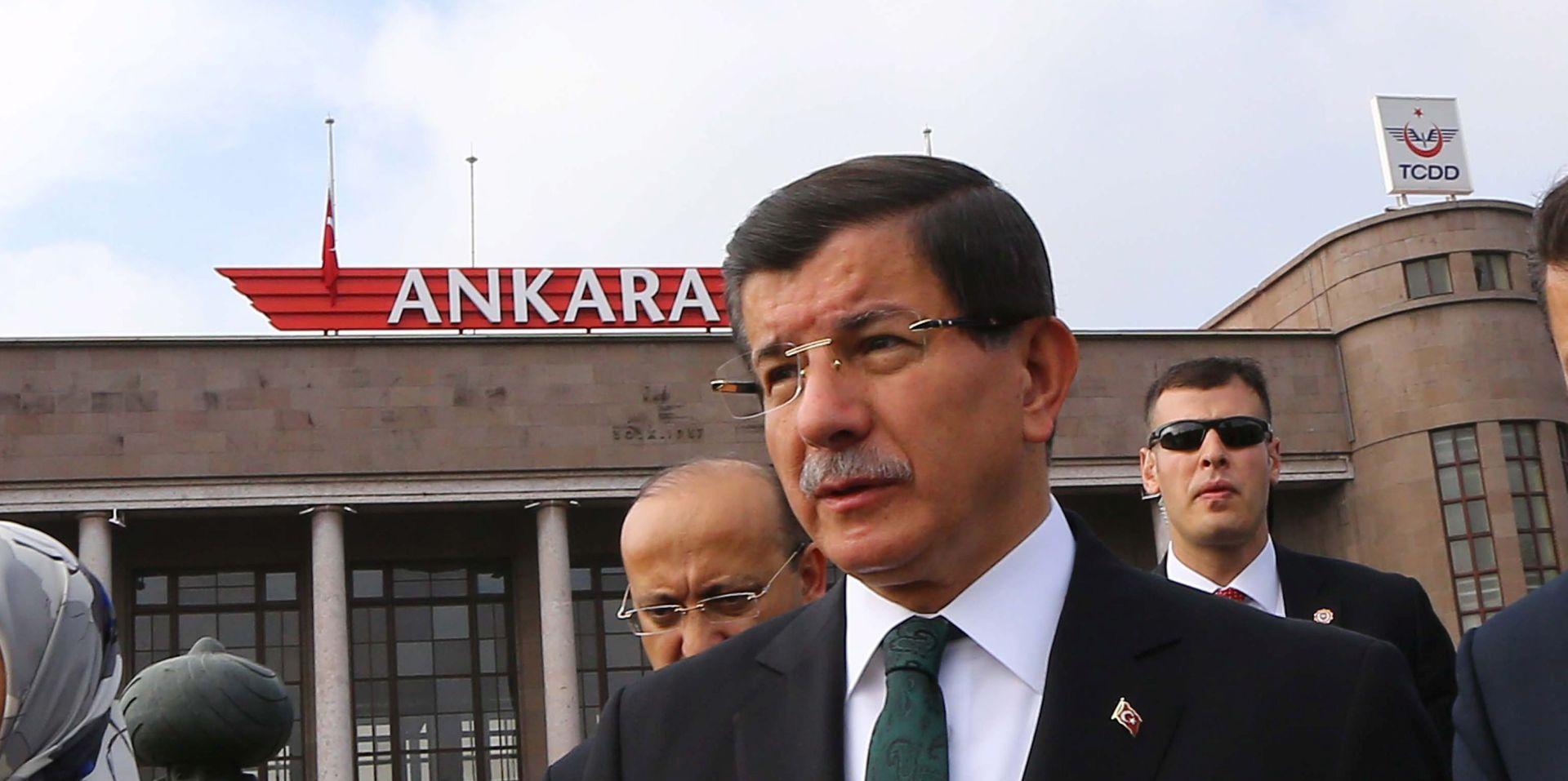 KRVAVA ANKARA Davutoglu: Bombaši bili povezani s IS-om i PKK