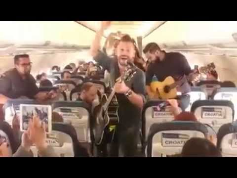 VIDEO: SJAJNA NAJAVA NOVOG ALBUMA Vatra održala koncert na letu Croatia Airlinesa