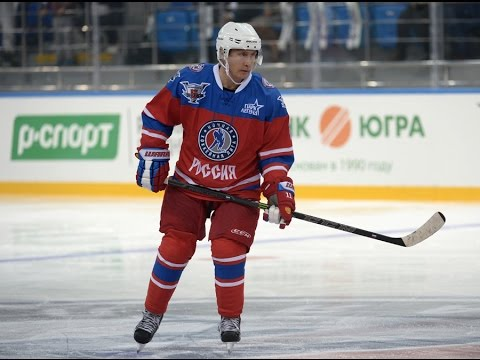 VIDEO: Putin proslavlja rođendan igrajući hokej