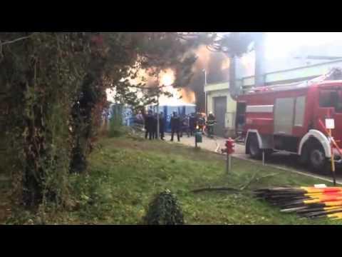 KAOS U BREŽICAMA: Izgorjela većina šatora, izbjeglice viču 'Open! Open!'