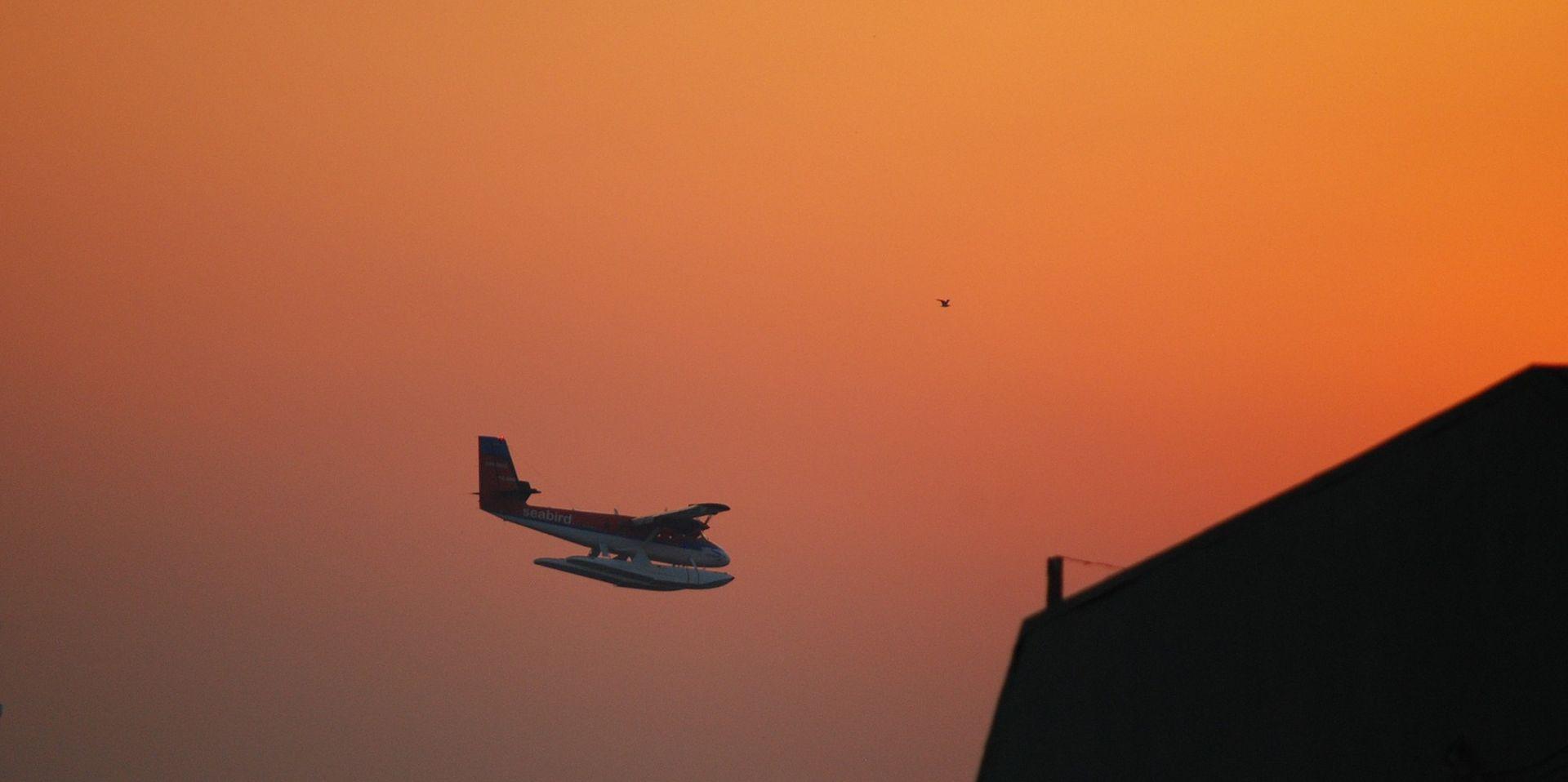 IZGUBIO KONTAKT SEDAM MINUTA NAKON POLIJETANJA Nestao indonezijski zrakoplov sa deset osoba