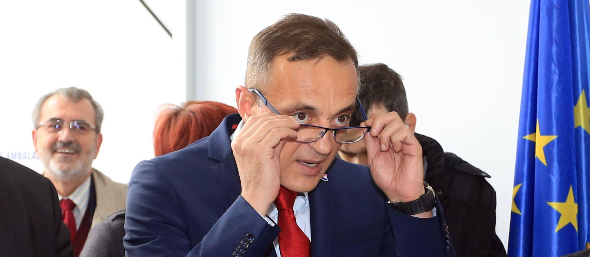 IZ EUROPSKOG PARLAMENTA: Jakovina pogoduje velikim tvrtkama na račun OPG-ova