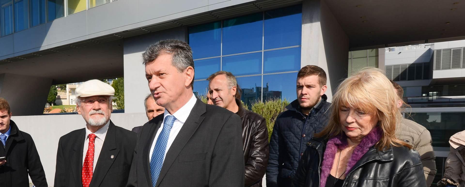 Kujundžić: Neka SDP-ovi i HDZ-ovi kandidati pokažu životopise
