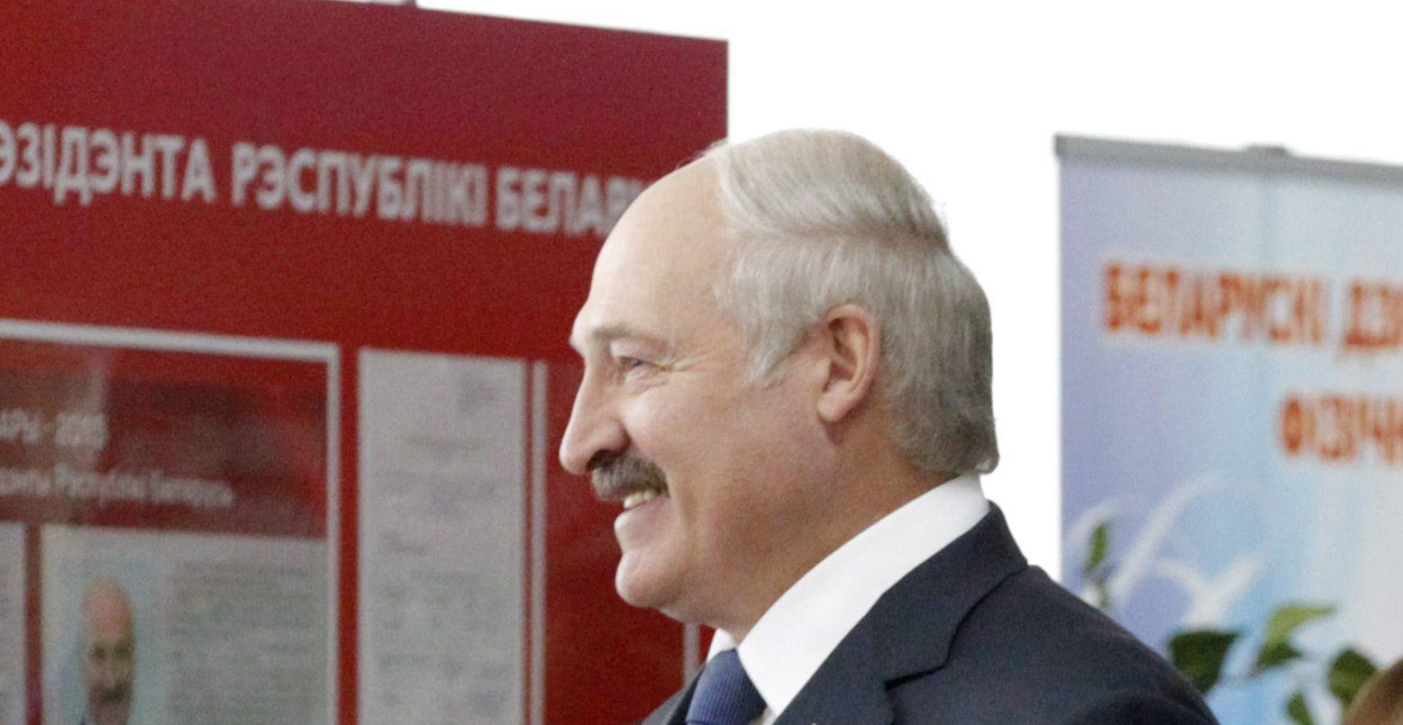 OBOŽAVAN Lukašenku se smiješi peti mandat