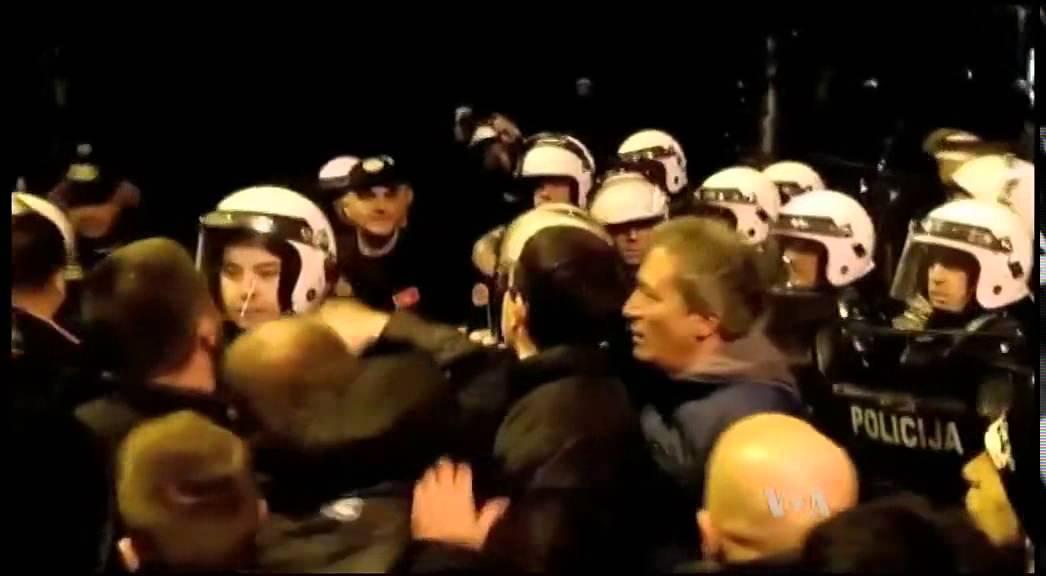 VIDEO: PODGORICA Crnogorska policija suzavcem na prosvjednike