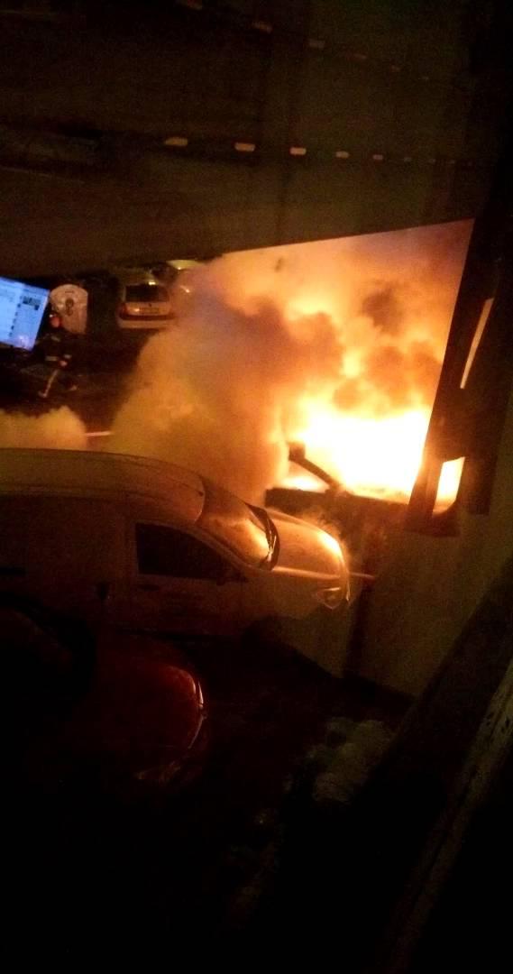 VIDEO: Na Srednjacima noćas buknuo požar, gorjela četiri automobila