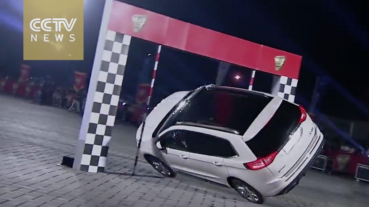 VIDEO: Kineskinja vozi kroz prepreke na samo dva kotača