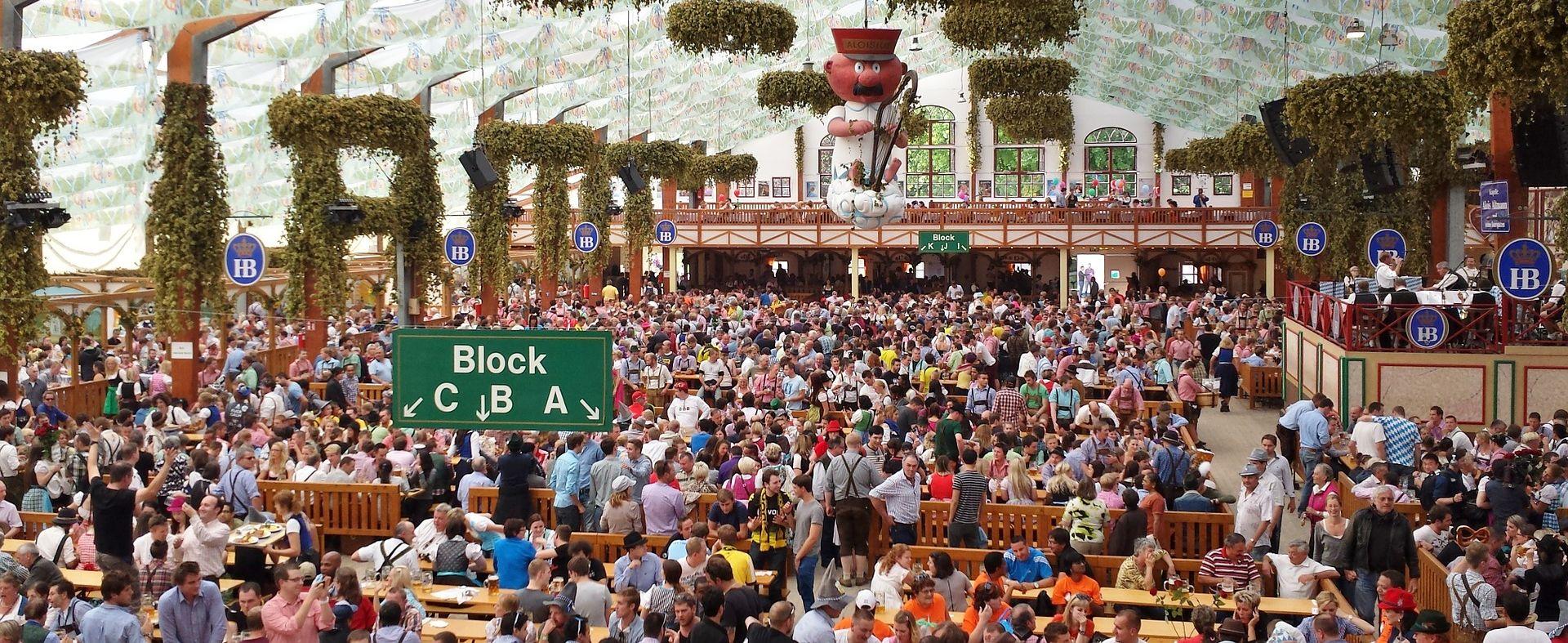 HLADNO VRIJEME, KIŠA, IZBJEGLICE… Ove godine znatno opao broj posjetitelja Oktoberfesta