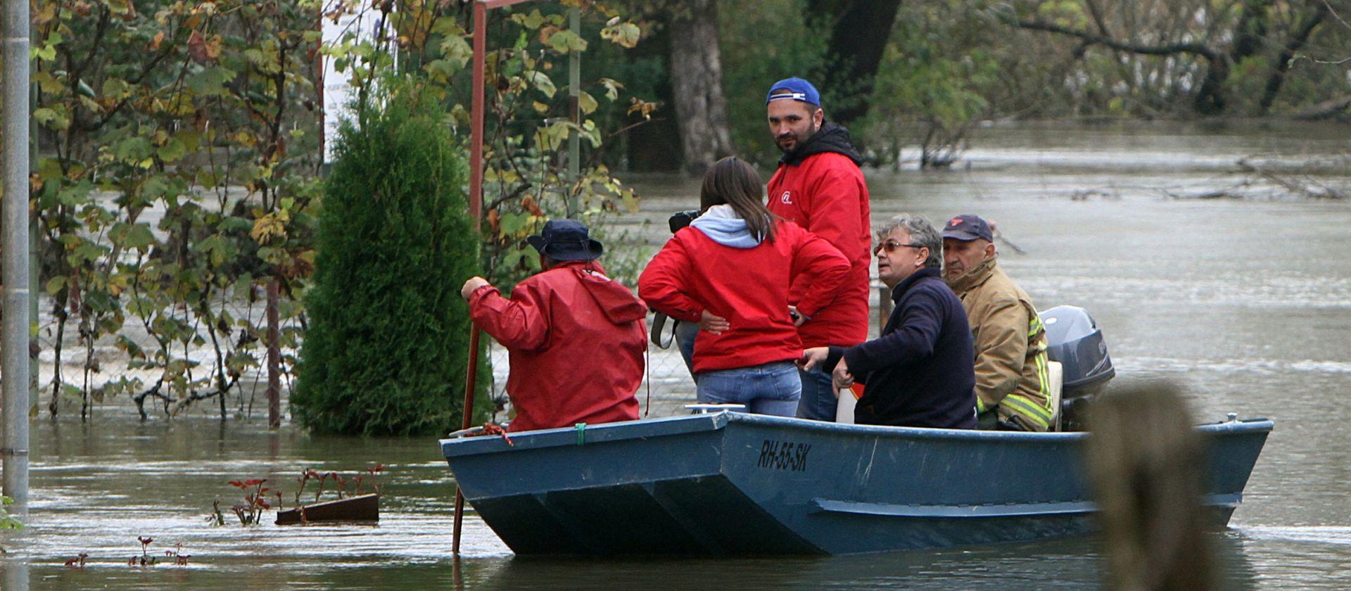 KARLOVAC ČEKA PETAK: Počela priprema obrane od moguće poplave