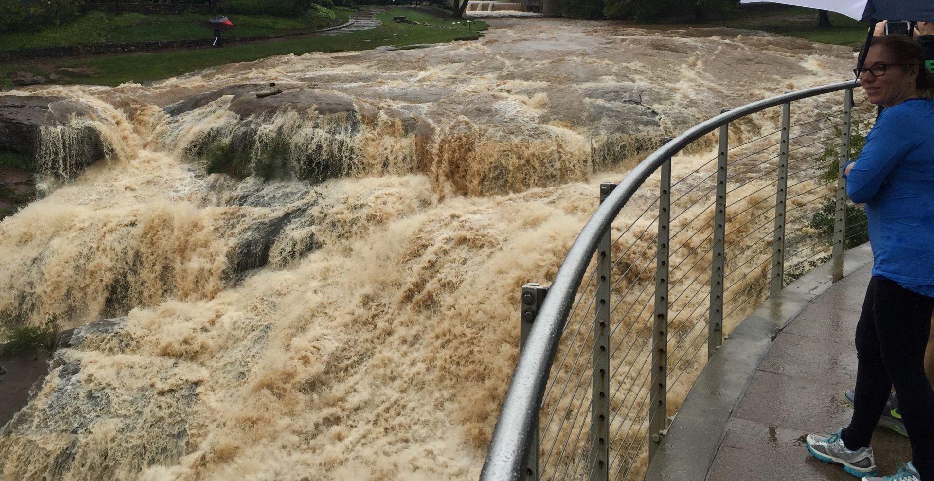 TISUĆE RASELJENIH: Poplave u Argentini, Čileu i Urugvaju