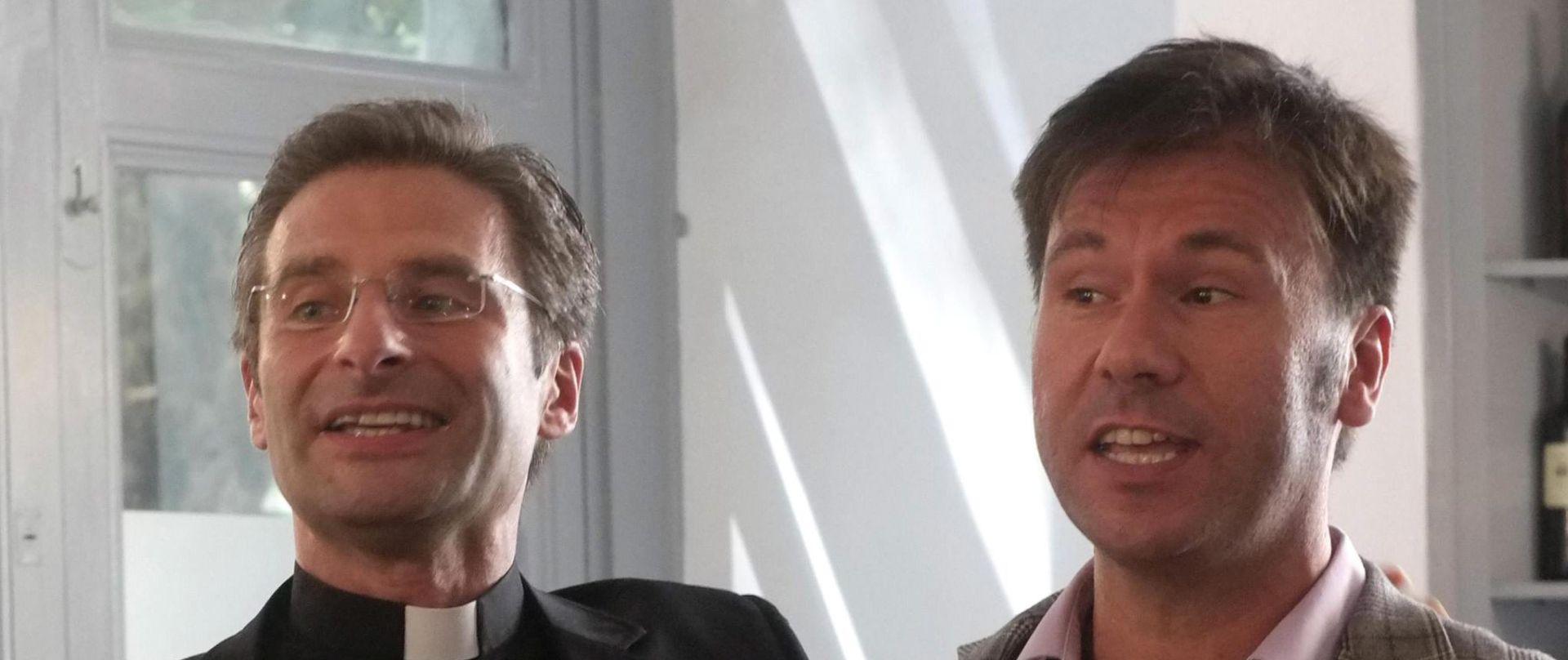 VATIKAN: Razriješen homoseksualni svećenik