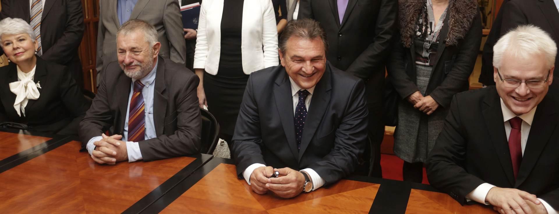 """KOALICIJA """"USPJEŠNA HRVATSKA"""" : Čačić i Josipović donijeli izborne liste u DIP"""