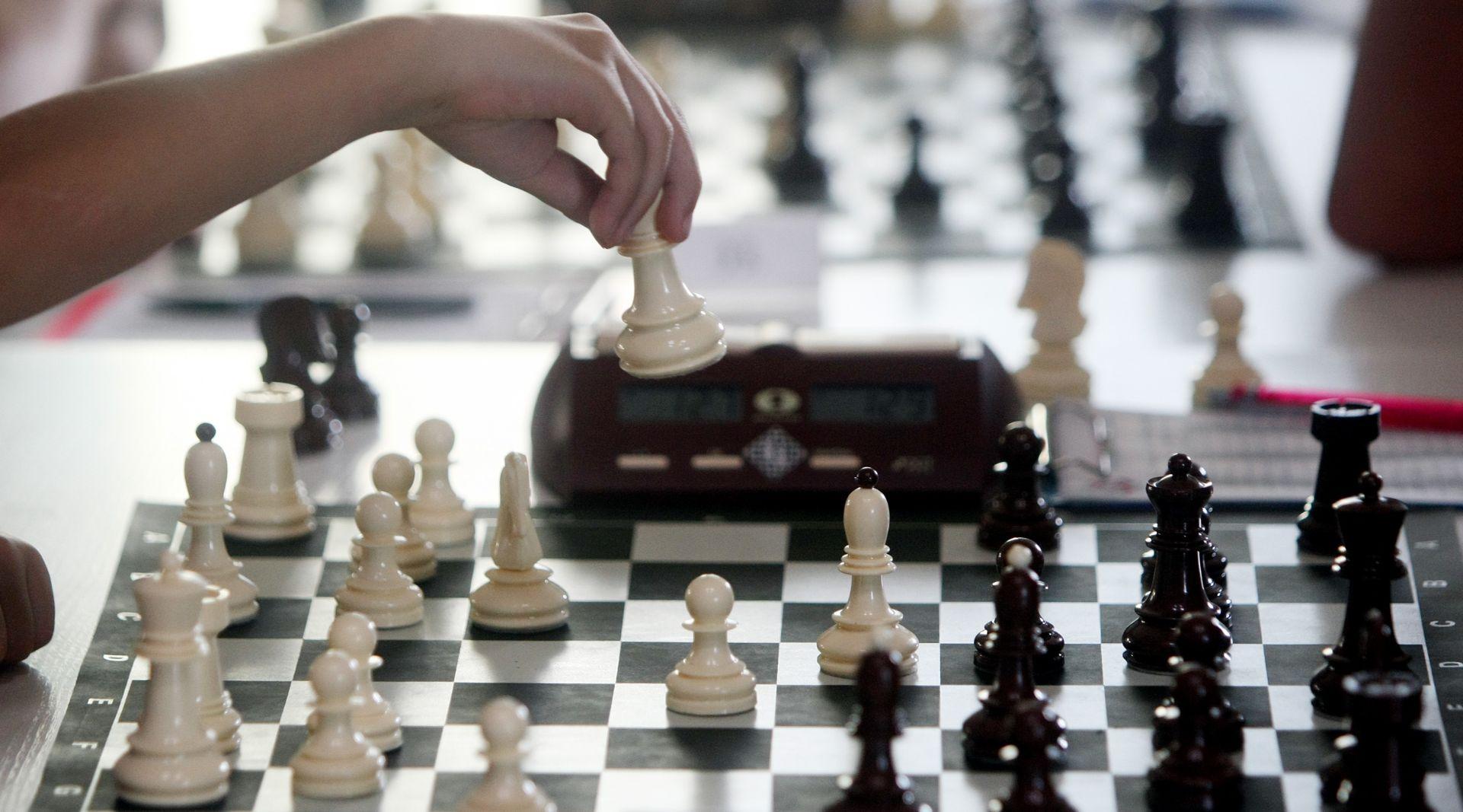 VIDEO: Partija šaha u ruskom zaleđenom jezeru