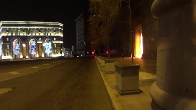 VIDEO: Radikalni ruski umjetnik zapalio ulaz u sjedište FSB-a, mogao bi u zatvor na tri godine