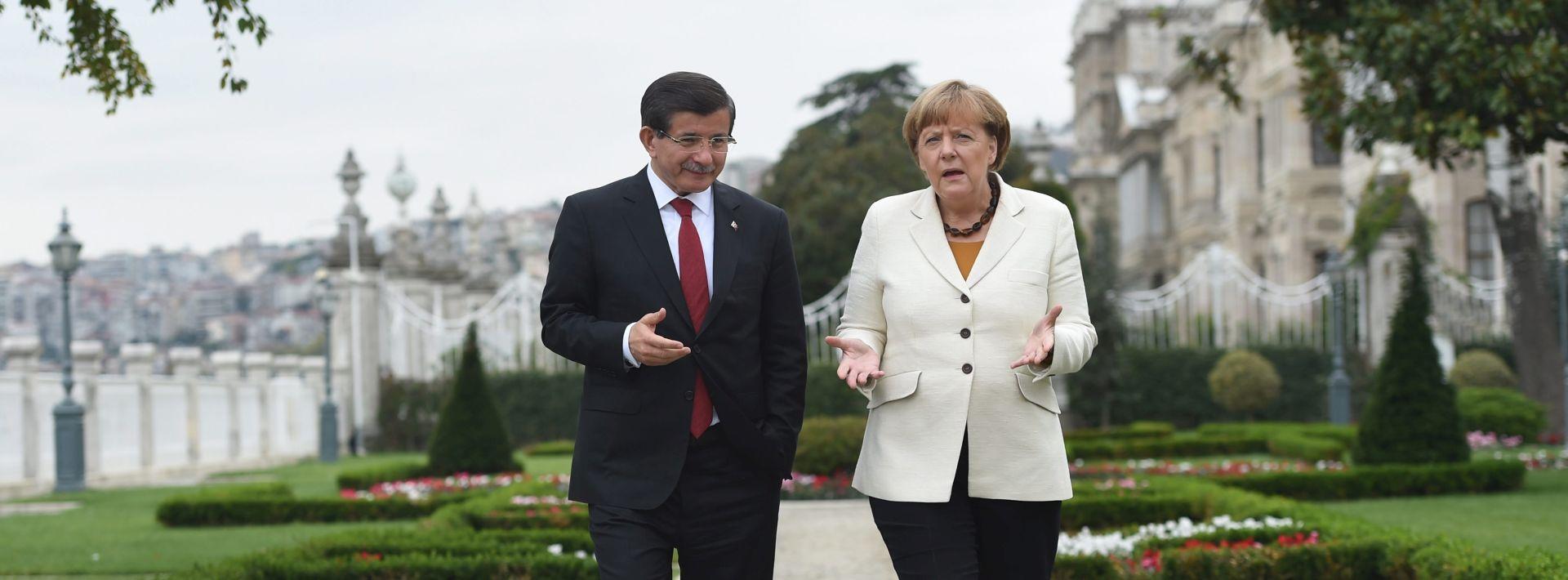 Merkel čestitala Davutogluu na pobjedi, SAD zabrinut zbog medija