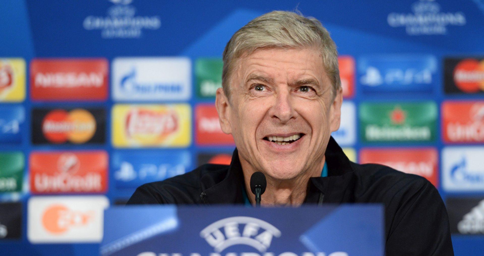 WENGER ISHVALIO CECHA On je jedan od najboljih vratara u povijesti engleskog nogometa