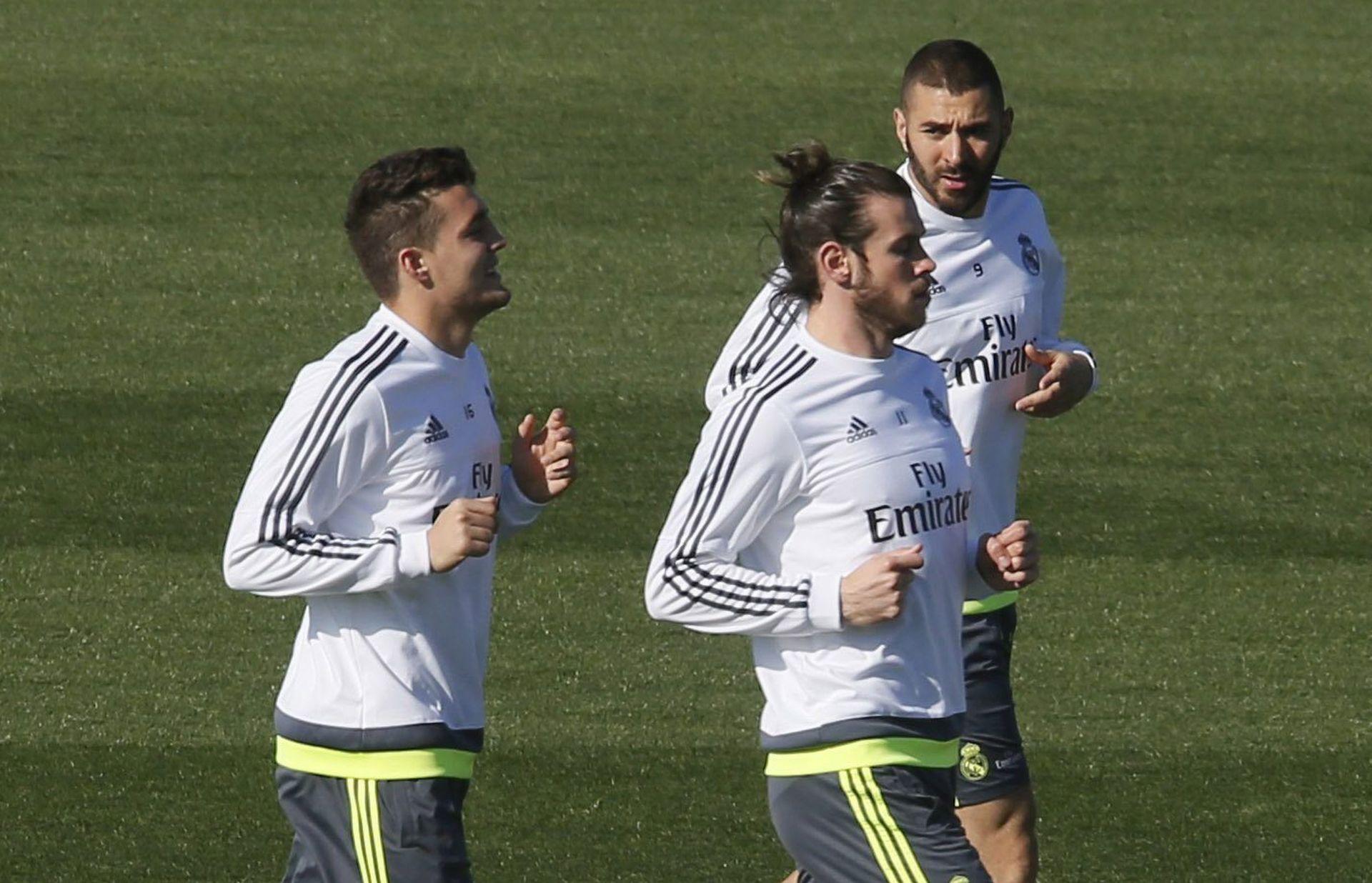 OSTAJE U MADRIDU Benitez neće voditi Karima Benzemu u Sevillu