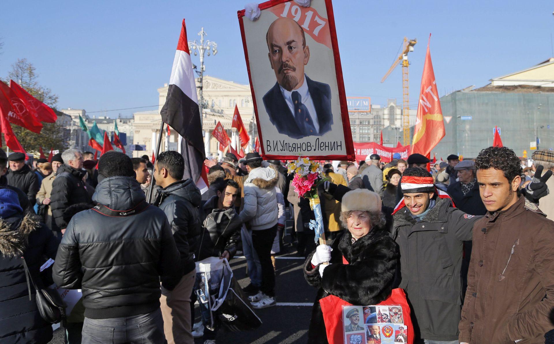 VIDEO: RUSIJA 10.000 ljudi na 98. obljetnici Oktobarske revolucije