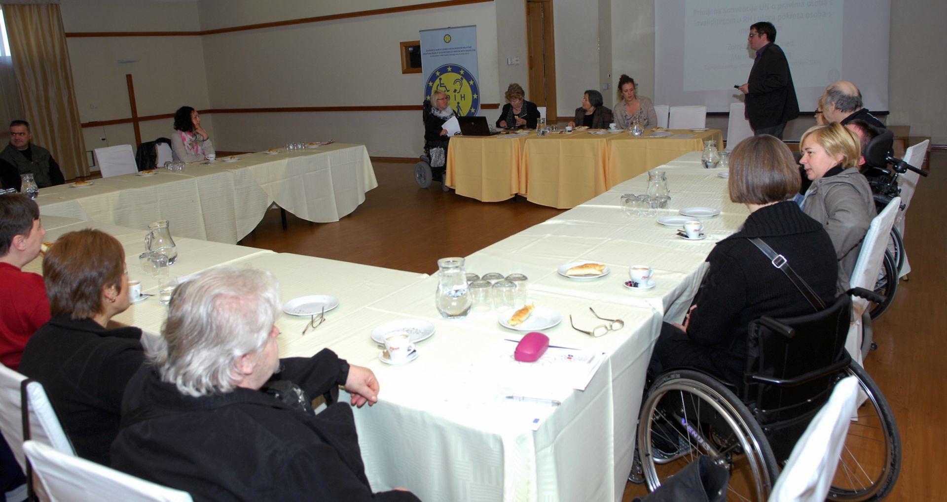 Karlovac: Osobama s invaliditetom asistenti, asistentima posao
