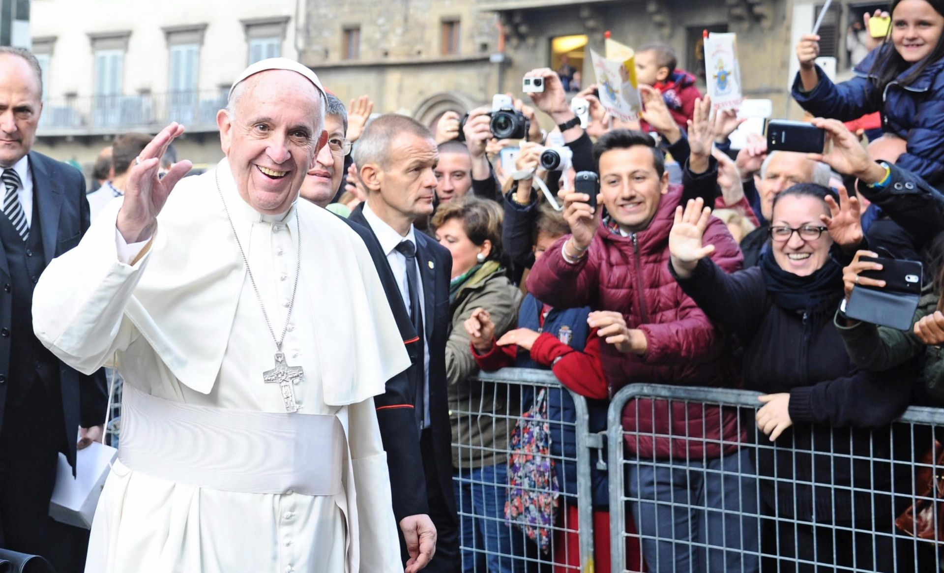 Papa u centru tekstilne industrije za dostojanstven rad, protiv izrabljivanja