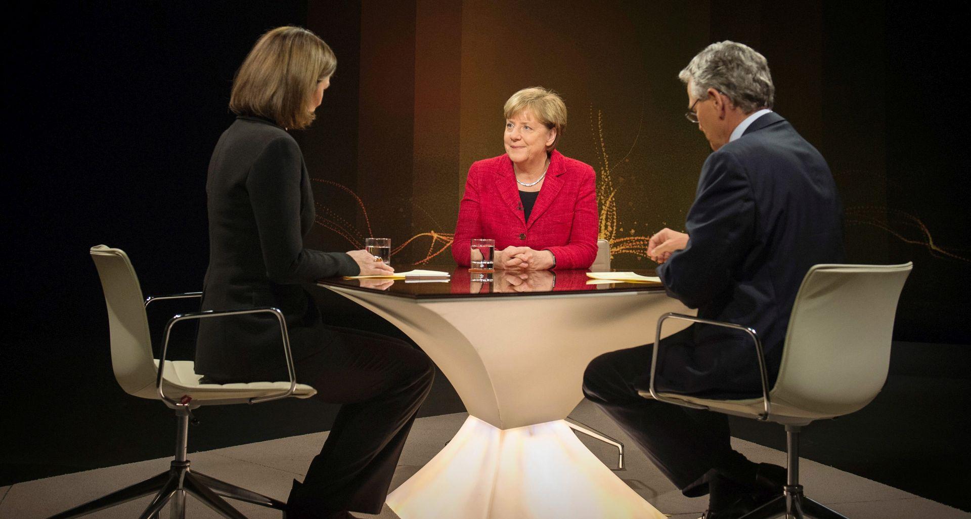 """Merkel, pod udarom kritika oko migranata, kaže: """"Borim se za svoju viziju"""""""