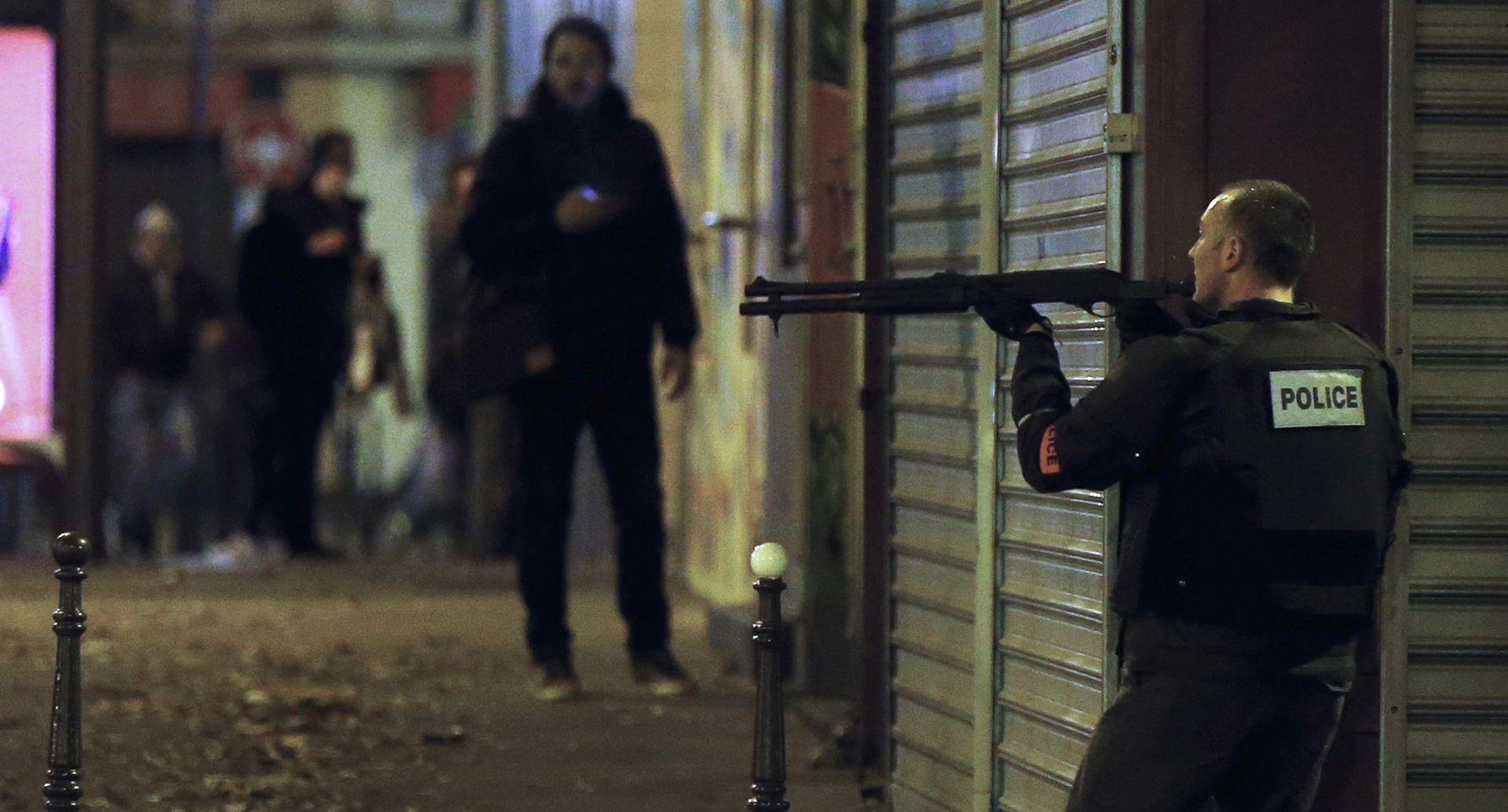 NIZ SIMULTANIH NAPADA Prizori apokalipse u Parizu