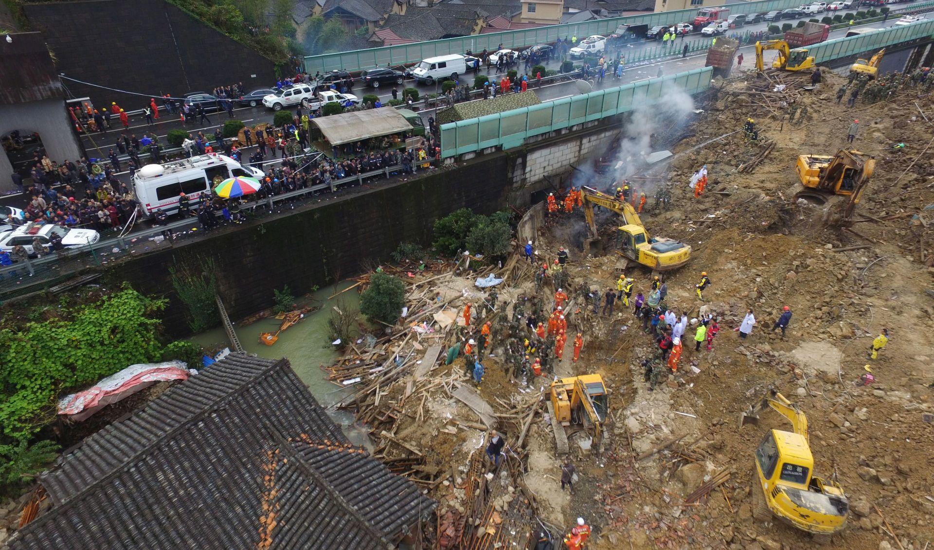 Broj mrtvih u odronu tla na istoku Kine 16, dvadesetak nestalih