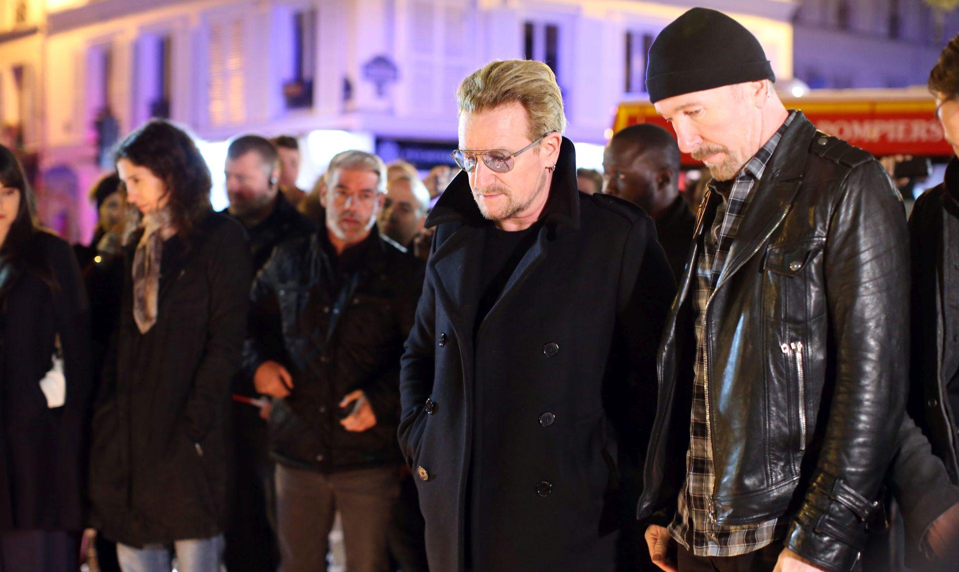Skupina U2 se poklonila žrtvama pred koncertnom dvoranom Bataclan