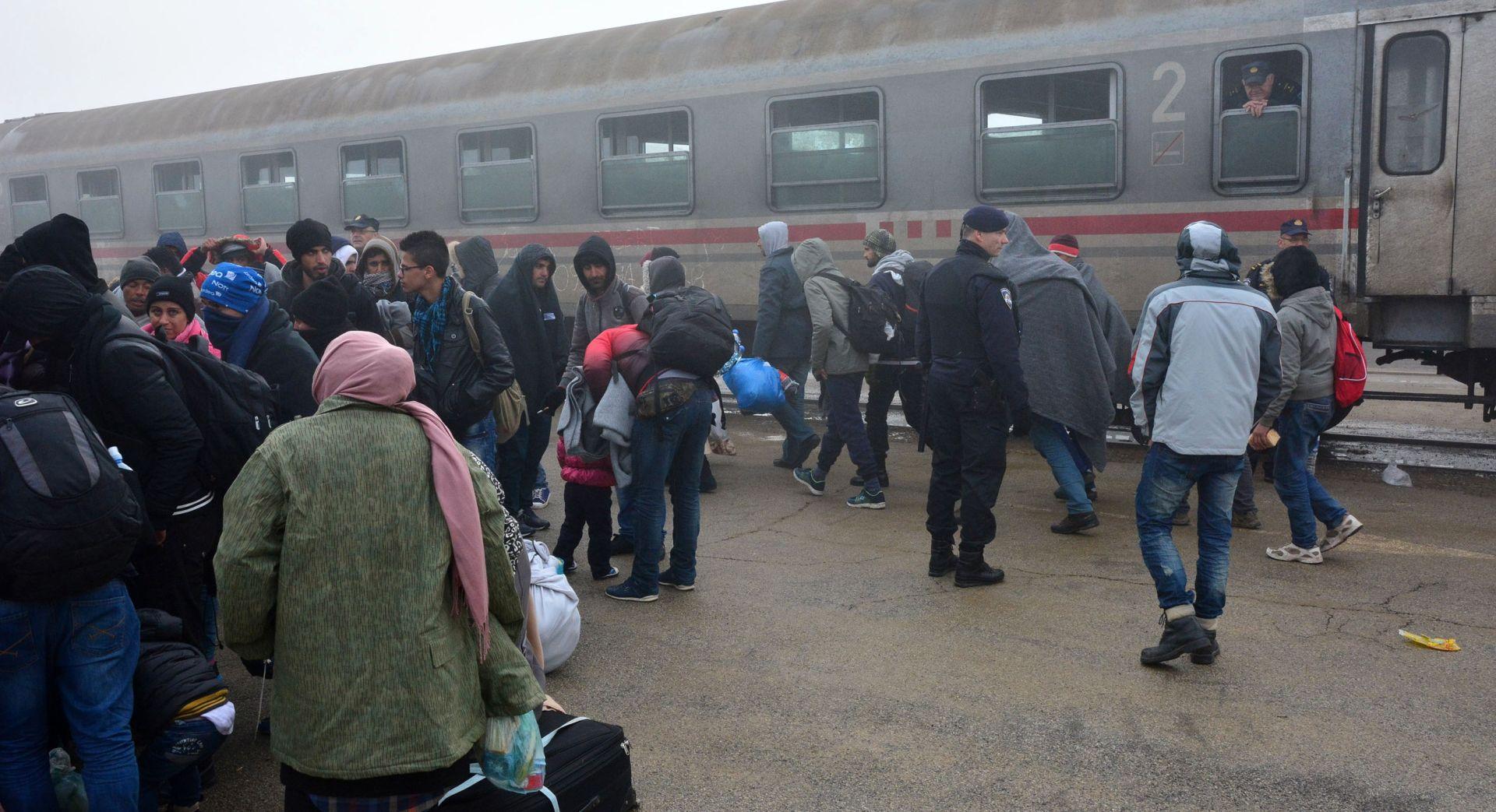 Vlakovi migranata iz Šida idu prema Slavonskom Brodu, tijekom popodneva i večeri preko Bapske nije prešao nijedan migrant